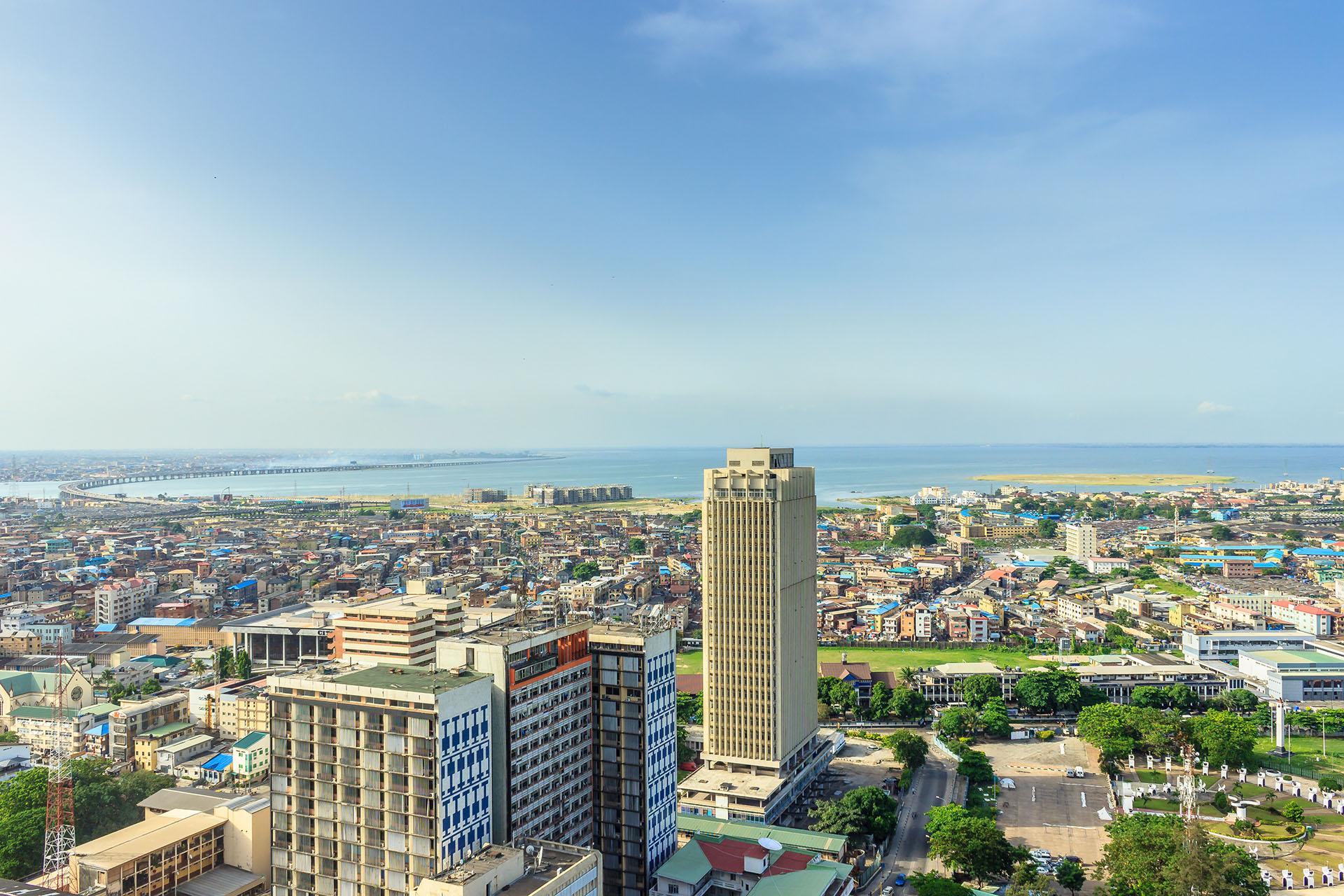 Lagos es la ciudad más grande e imponente de Nigeria. Ocupa un lugar dentro de las ciudad que son menos habitables debido a un conjunto de factores como la inseguridad, infraestructura y conflictos en la zona que suelen ser comunes