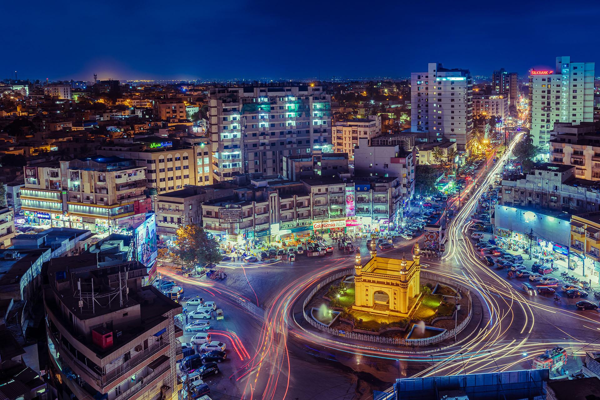 Karachi es la ciudad más poblada de Pakistán. Con una combinación de tradicionalismo y apenas modernidad, esta urbe es la más grande de todo Pakistán.