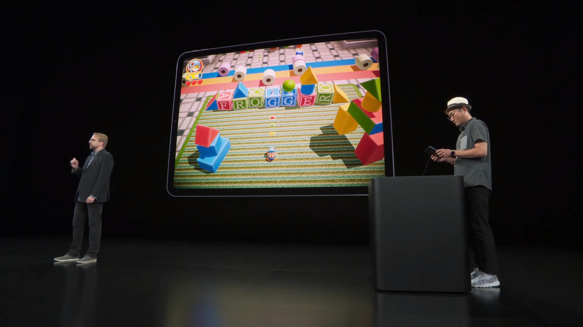 En el escenario se mostraron algunos juegos como Frogger, que fue presentado por Benjamin Kinney de la empresa Konami