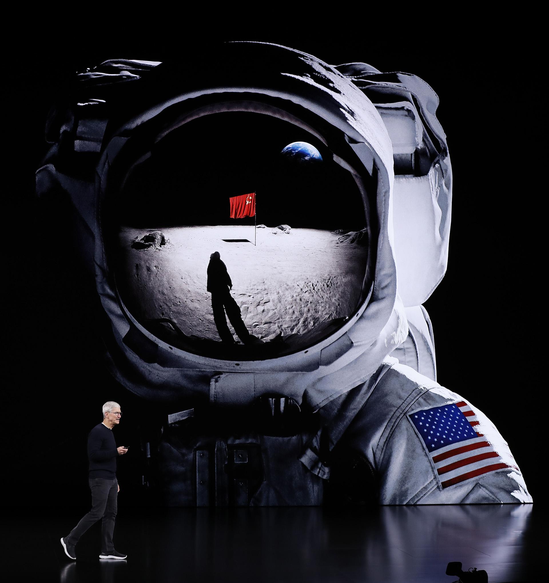 Apple promocionó controlar tanto el hardware como software, lo que resultó en productos con precios más altos en el tramo premium, que capturaron la mayor parte de las ganancias del negocio de teléfonos inteligentes (REUTERS/Stephen Lam)