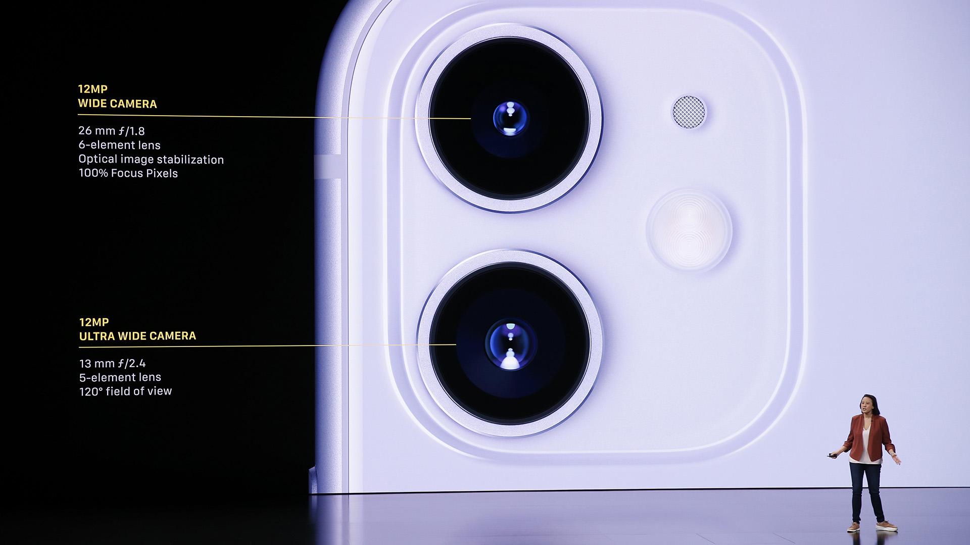 Kaiann Drance explicó que la cámara frontal es de 12MP, TrueDepth y también puede grabar videos en cámara lenta con resolución 4K (REUTERS/Stephen Lam)
