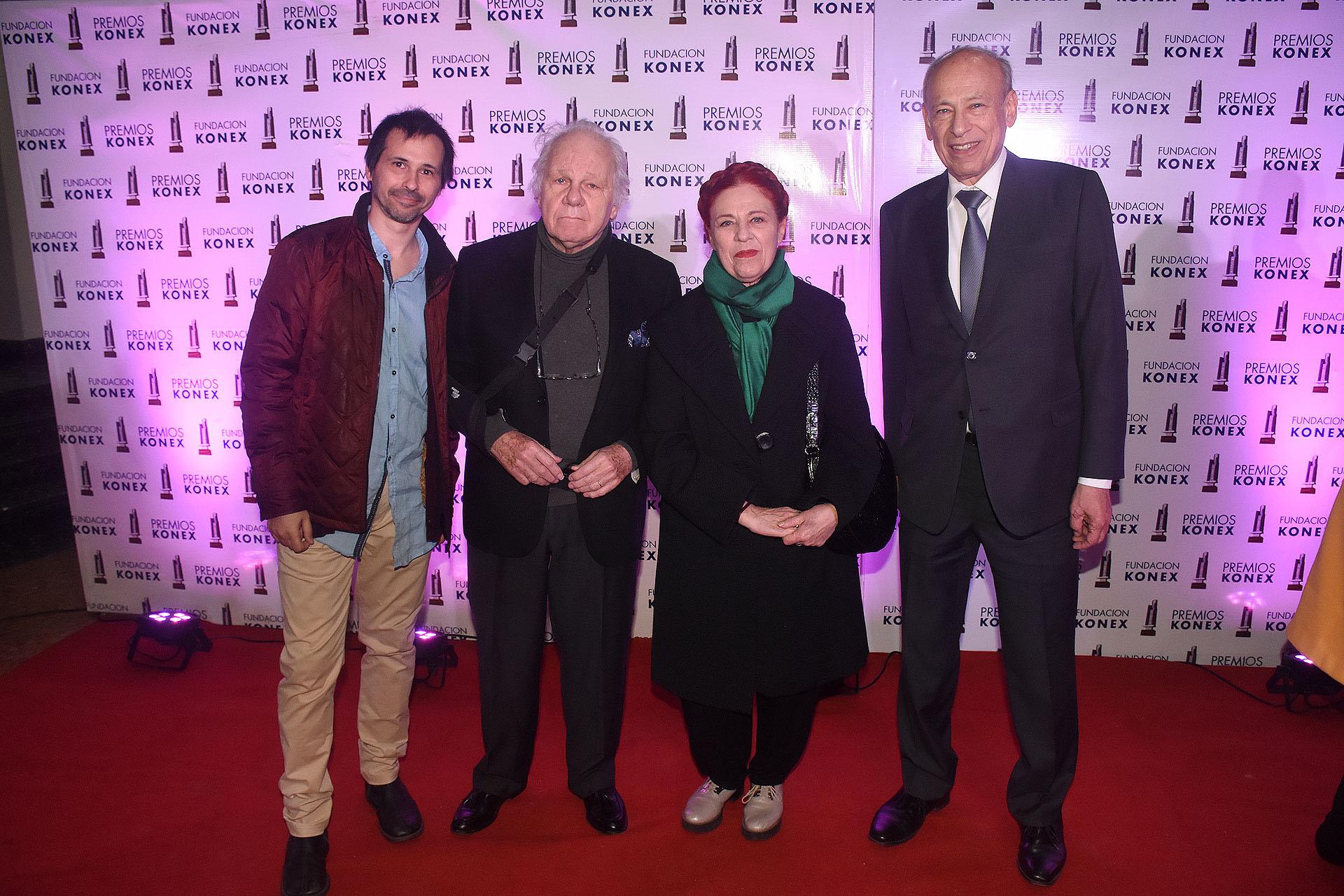 Yamil Ostrovsky, junto a Emilio Basaldúa, Renata Schussheim y Luis Ovsejevich