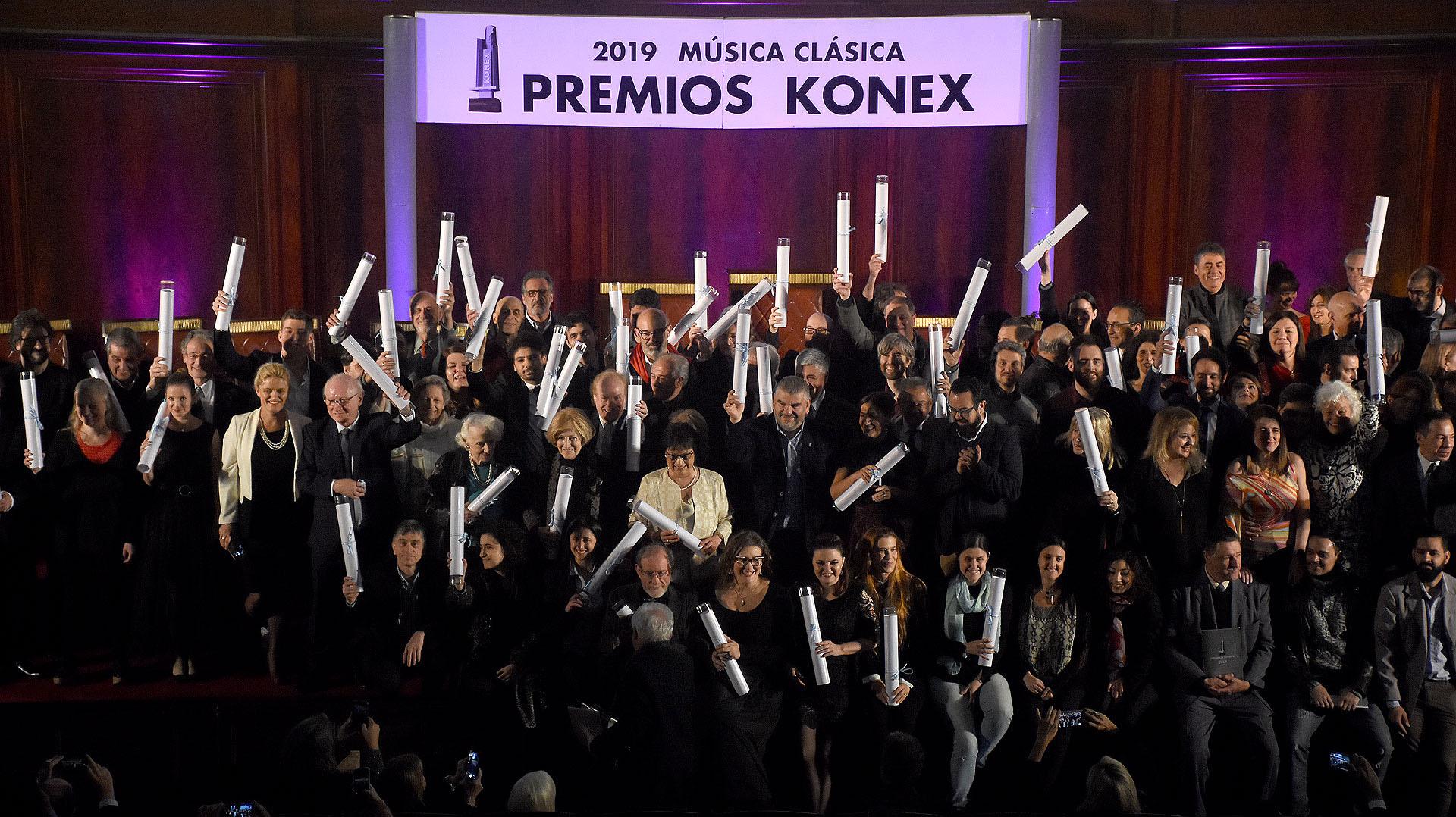 Emocionados y festejando, los premiados celebraron ser distinguidos por la Fundación Konex