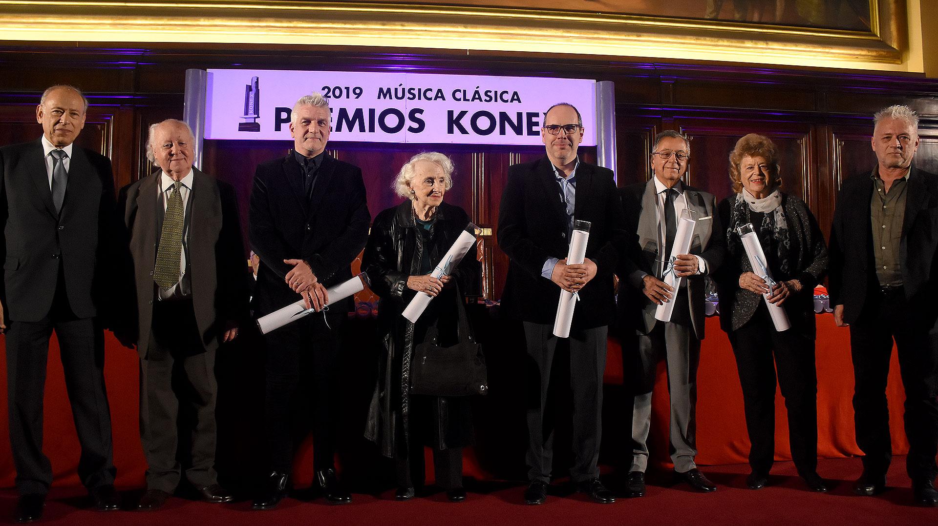 Por el premio compositor, en representación de Esteban Benzecry su madre Ethel, Marcos Franciosi, Dante Grela, Jorge Horst y en representación de Oscar Strasnoy Gisela Timmermann