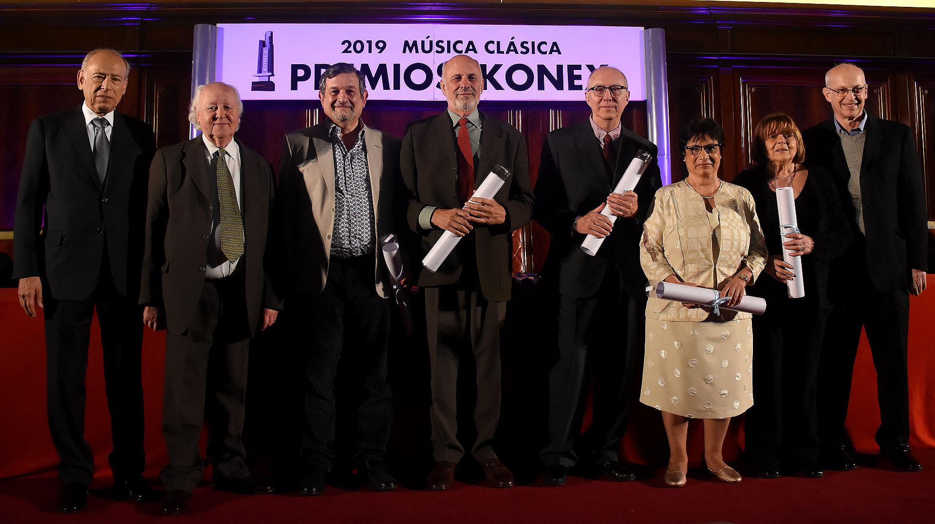 Los premiados en la terna de musicólogo, Enrique Landa, Omar Corrado, Fátima Graciela Musri, Irma Ruiz y Leonardo Waisman