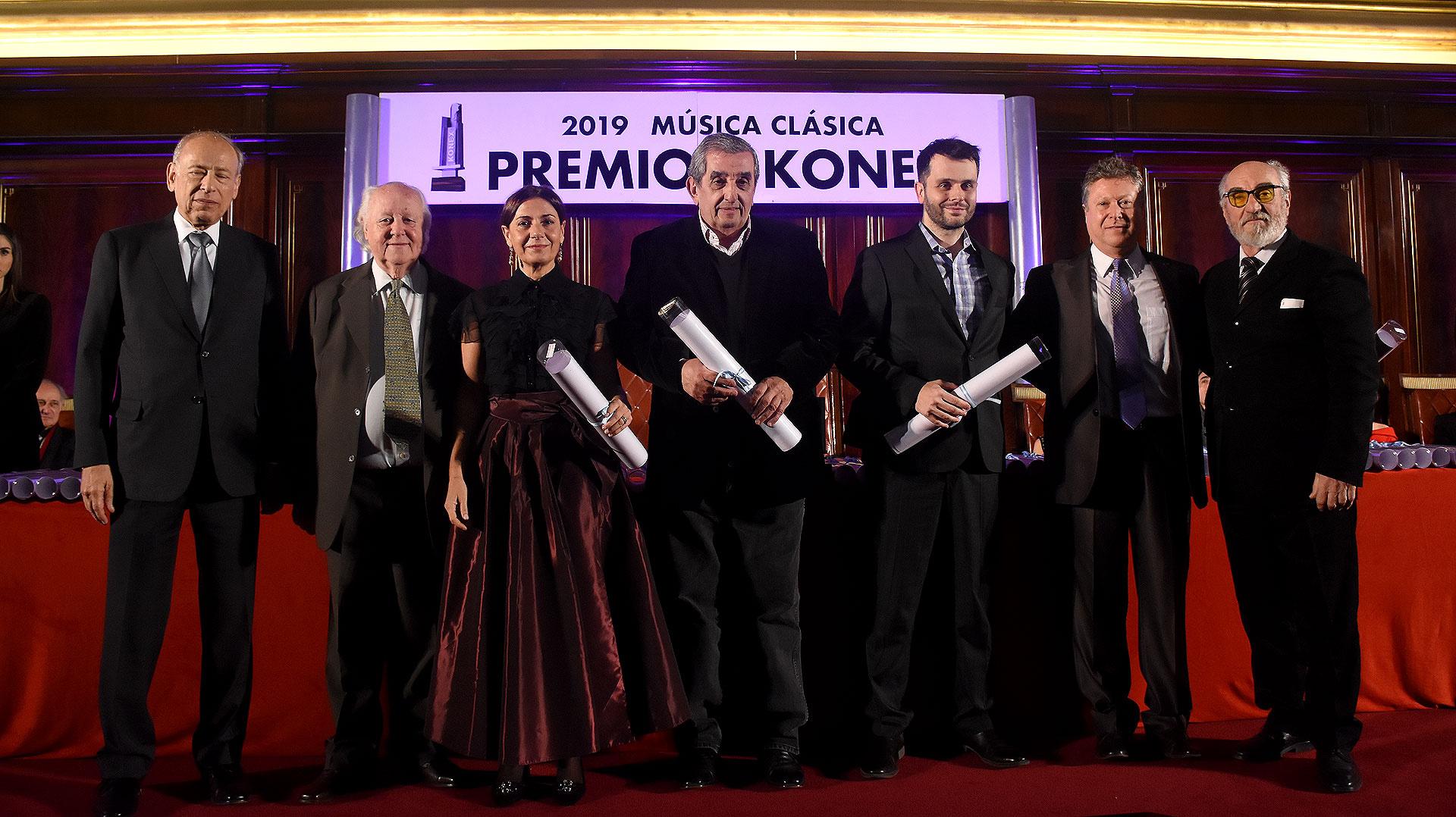 Los ganadores de la terna Cantante masculino, Carlos Alberto Álvarez representó a su sobrino Marcelo Álvarez, Verónica Cangemi representó a Franco Fagioli, Guillermo Haraguete representó a Marcelo Puente y por Fabián Veloz subió al escenario Carlos Vieu