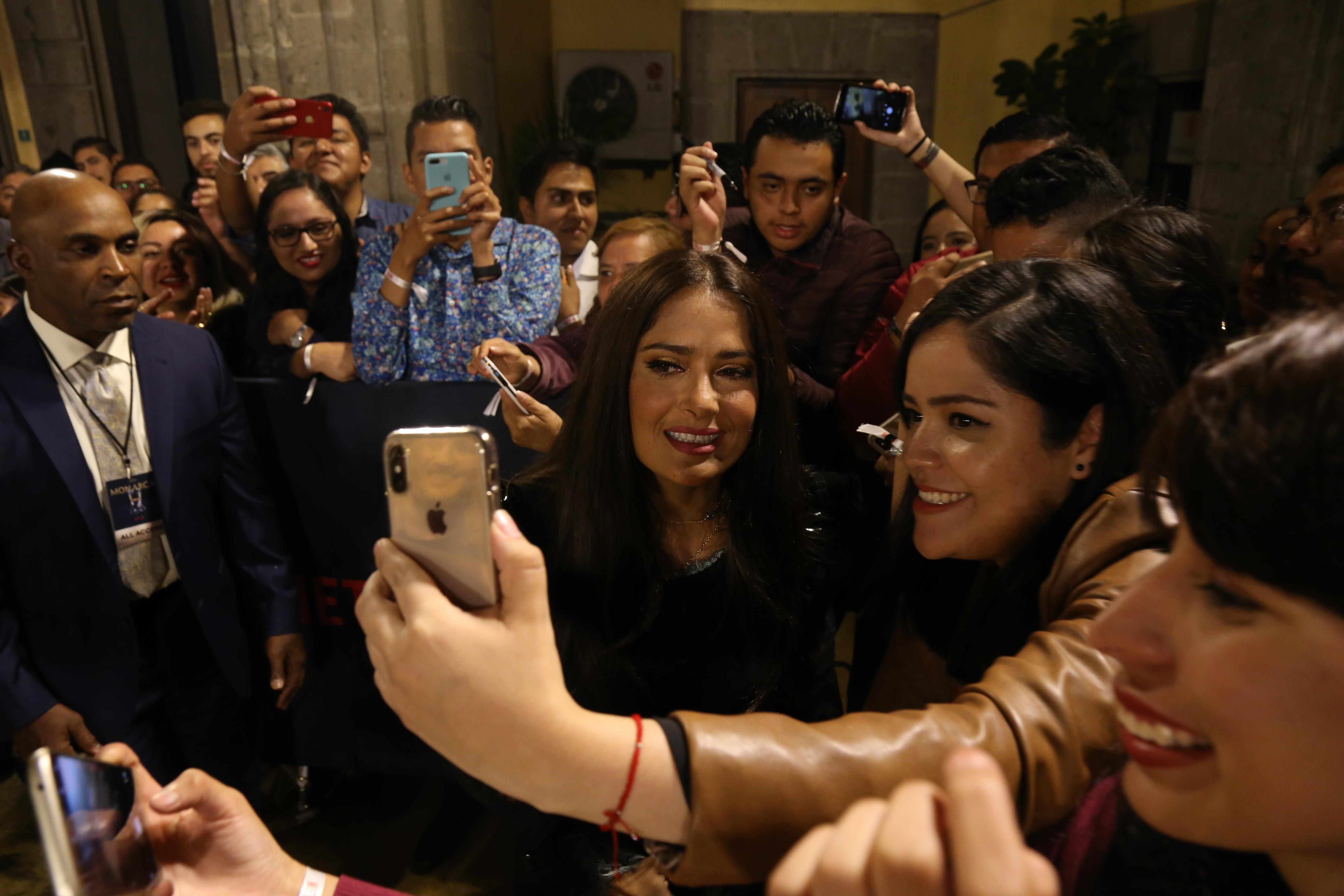 Salma Hayek y fans