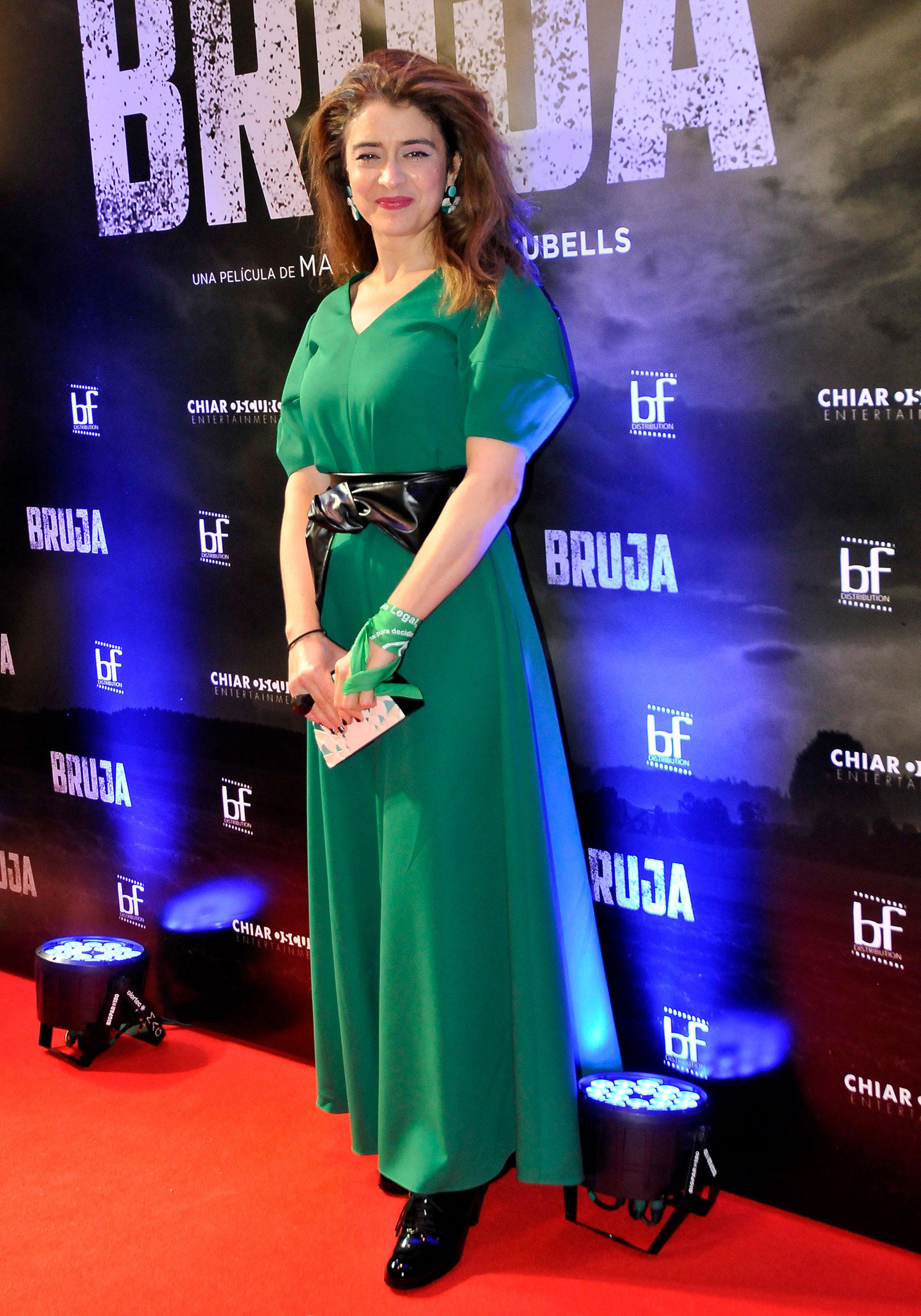 Érica Rivas lució un vestido verde y un pañuelo del mismo color, en reclamo del aborto legal
