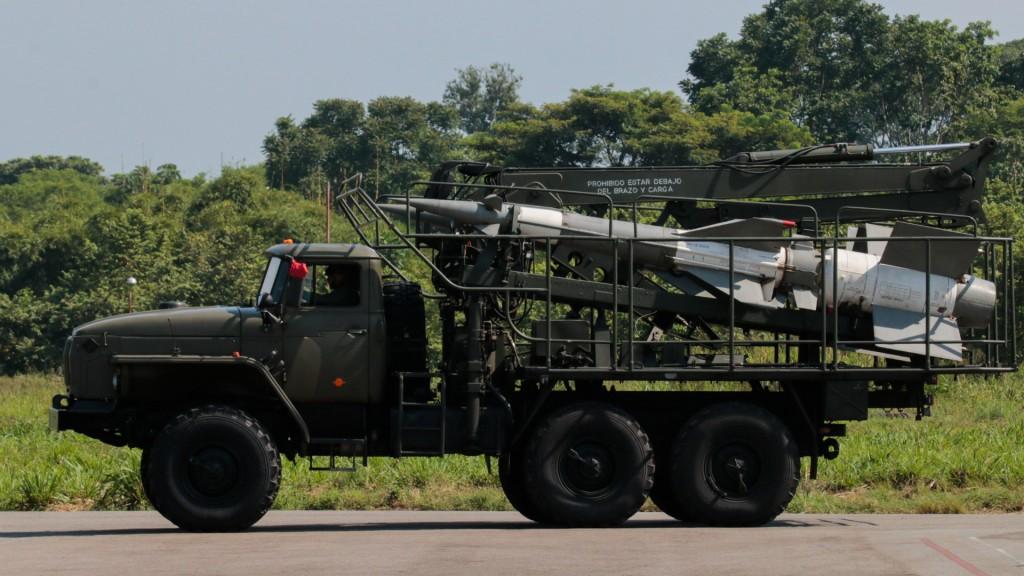 Armas de Venezuela en la frontera con Colombia