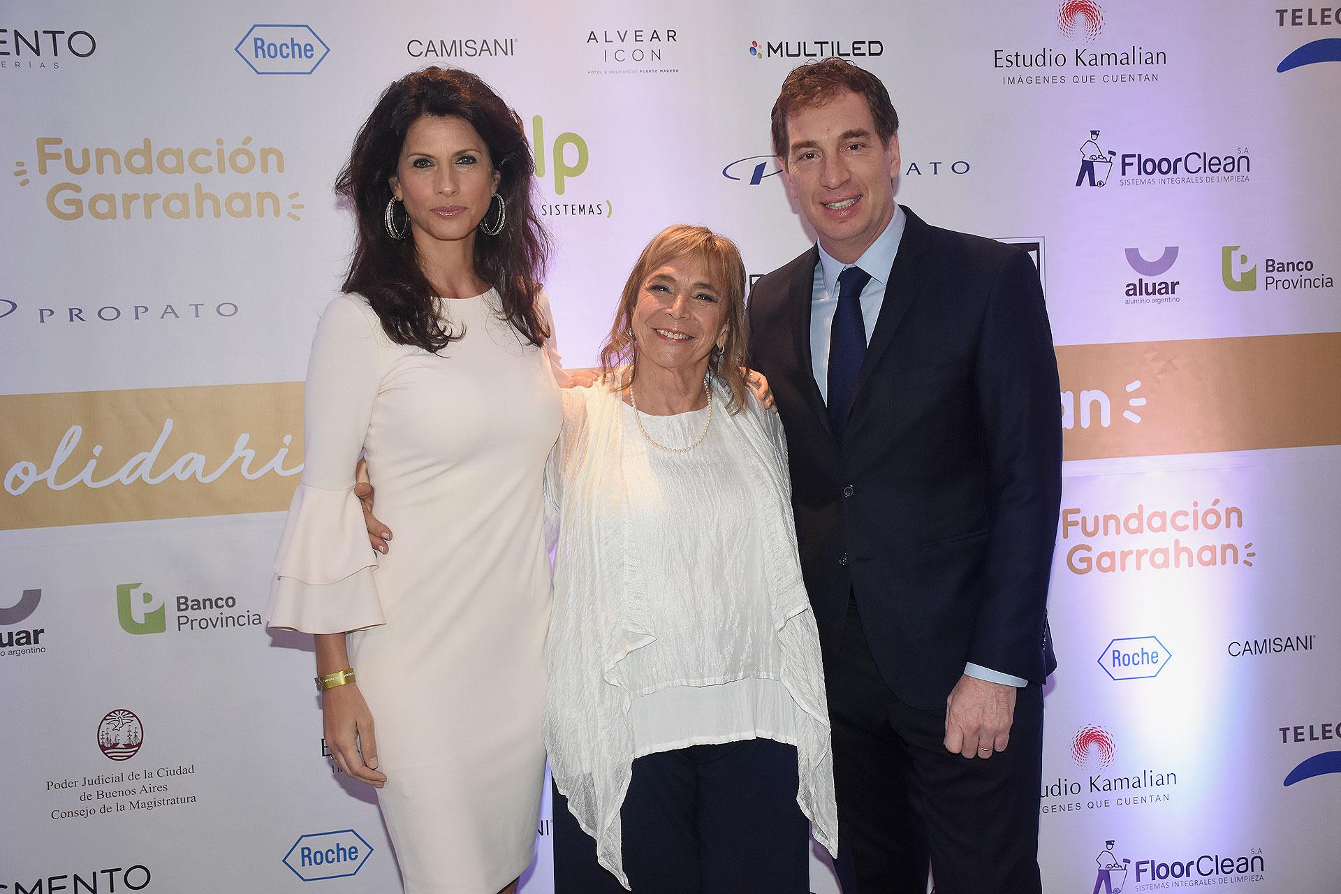 Diego Santilli y Analía Maiorana junto a Beatriz Reznik