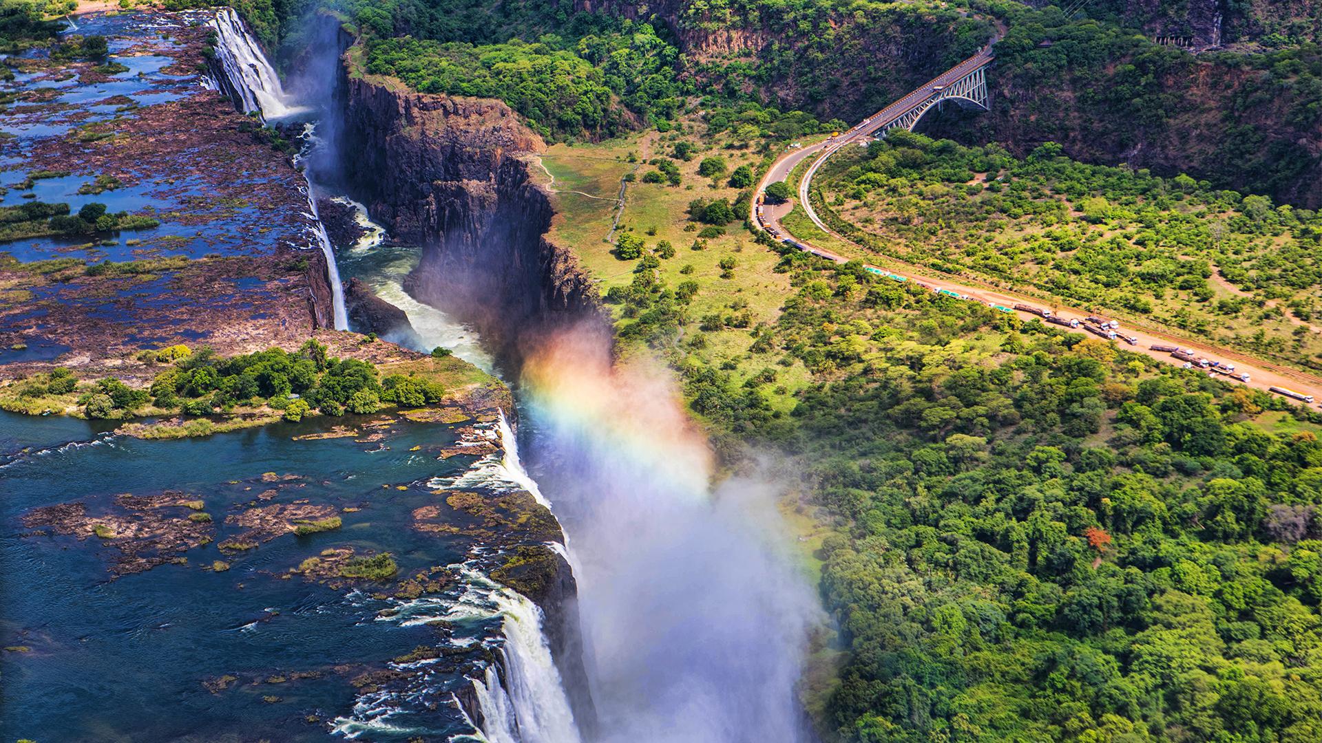 Las Cataratas Victoria son una maravilla natural por varias razones: desde el avistaje de los Cinco Grandes (leopardo, león, rinoceronte, elefante y búfalo) en sus parques nacionales hasta sitios arqueológicos incluidos en el Patrimonio Mundial