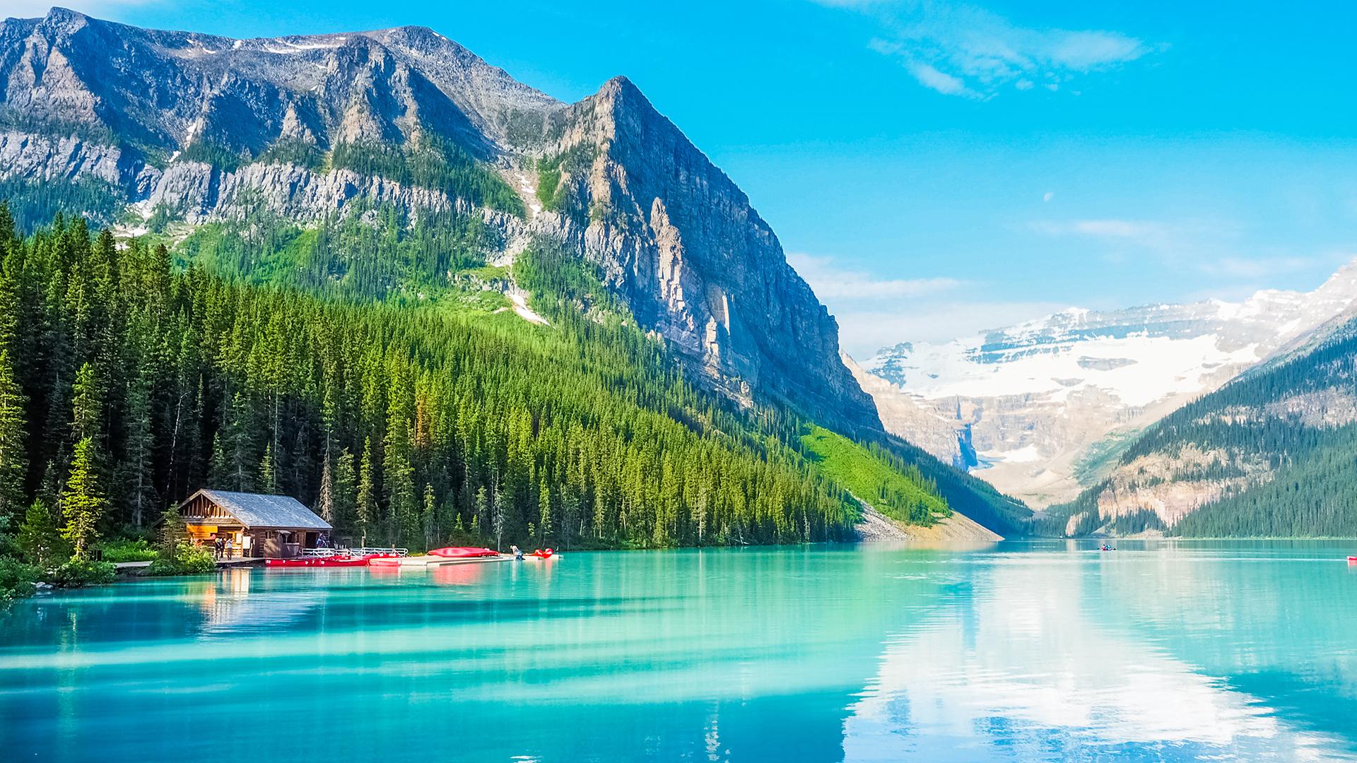 El segundo país más grande del mundo tiene paisajes demasiado espectaculares como para destacarsolo algunos.Vale la pena visitar los 48 parques nacionales del país, desde el sereno Banff de Alberta hasta el extremo Kluane de Yukon
