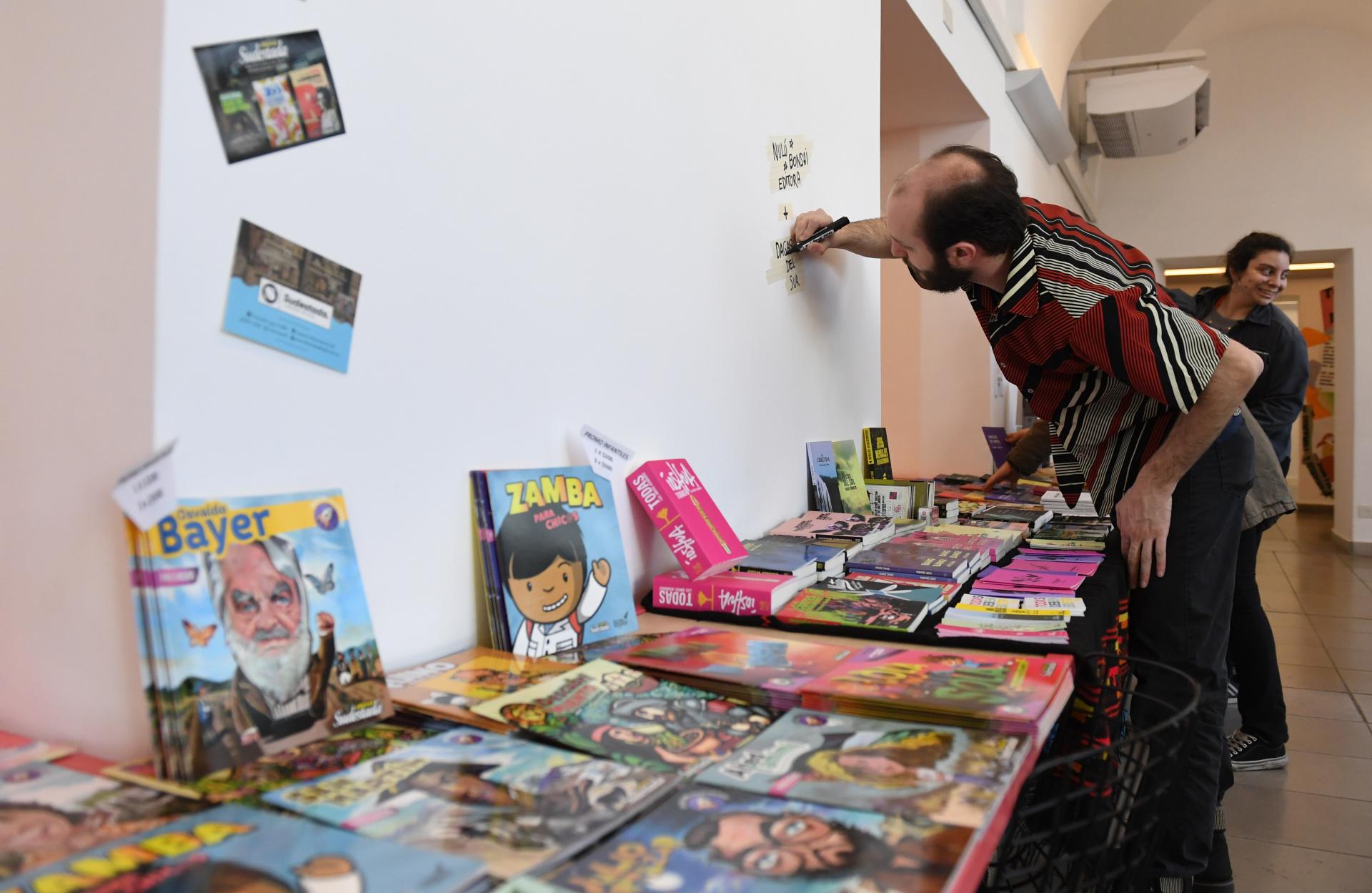 Para los amantes de la literatura, hay también un lugar para comprar libros e historietas