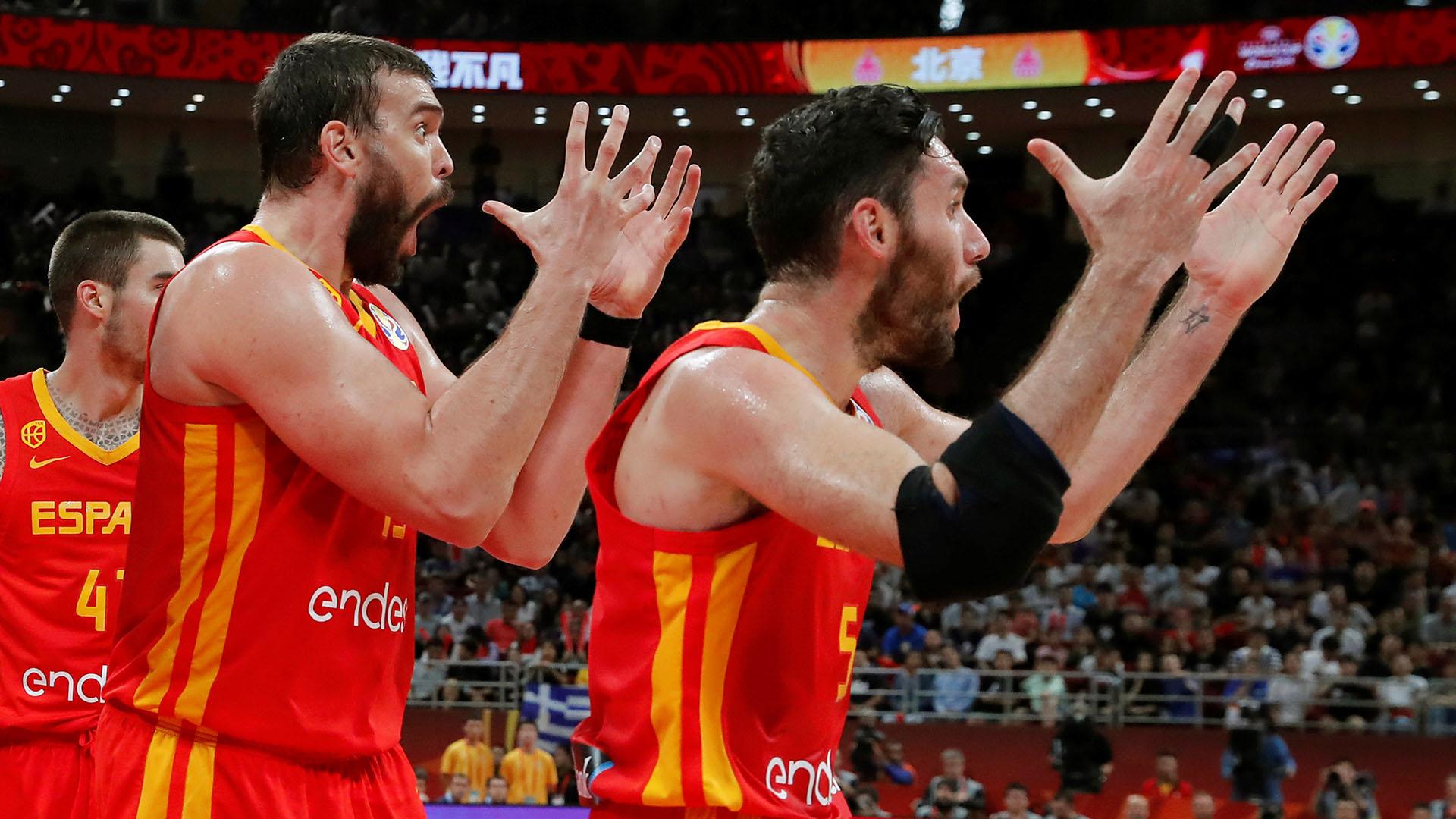 Los gestos españoles para reclamar una falta cuando la ventaja eran quince puntos.(EFE)
