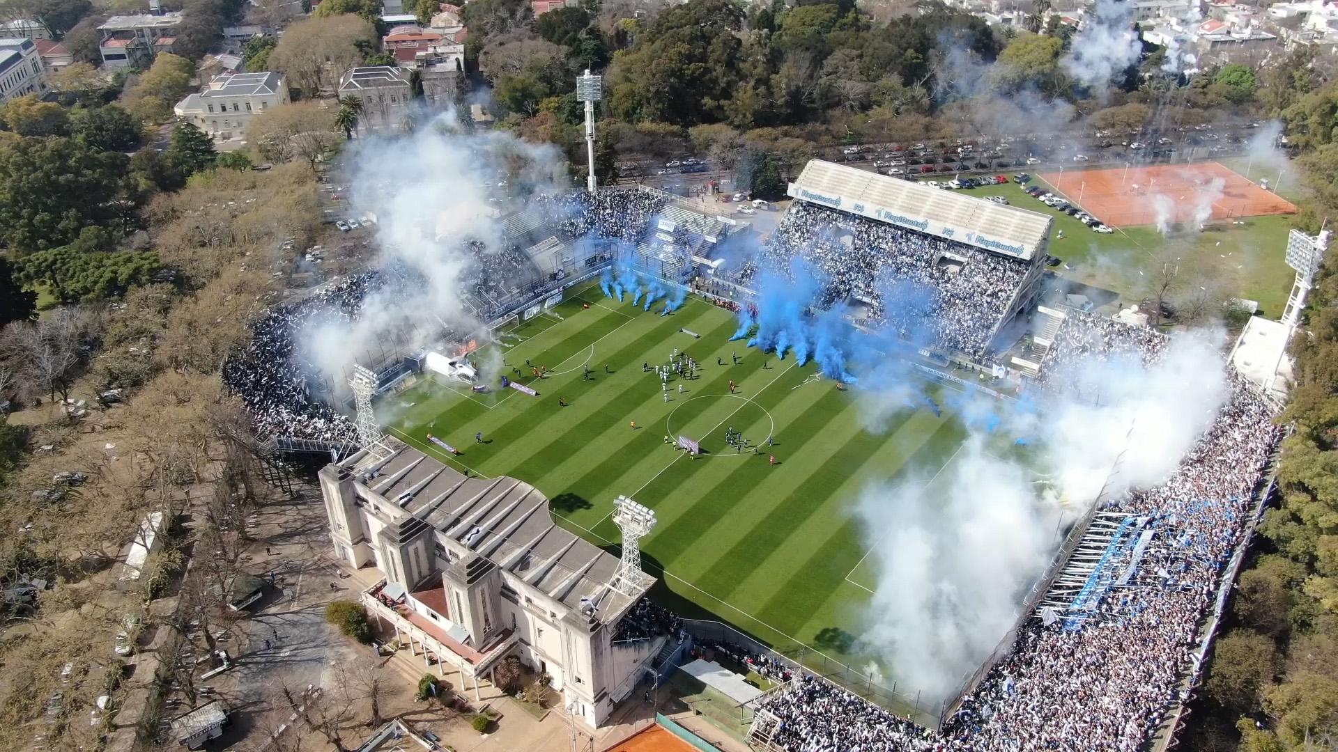 La explosión del estadio en la salida de Gimnasia al campo de juego