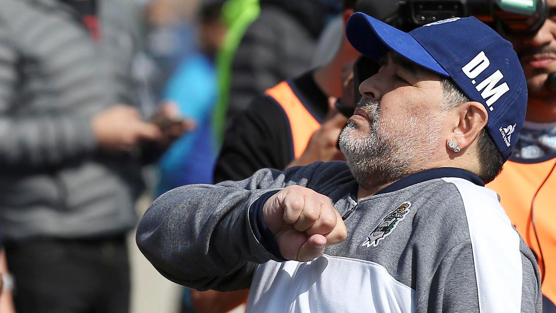 Maradona le devuelve el cariño a los fanáticos del Tripero