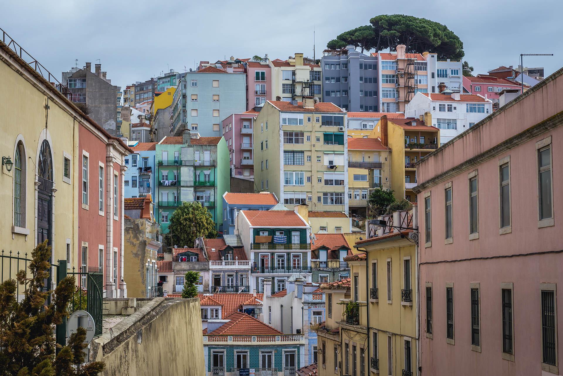 """Arroios, en Lisboa, encabeza la lista como el vecindario más cool del mundo en este momento. """"Un centro multicultural donde el arte callejero se encuentra con la comida de todo el mundo, la cultura subterránea y los tesoros históricos"""", así lo define la revista británica"""