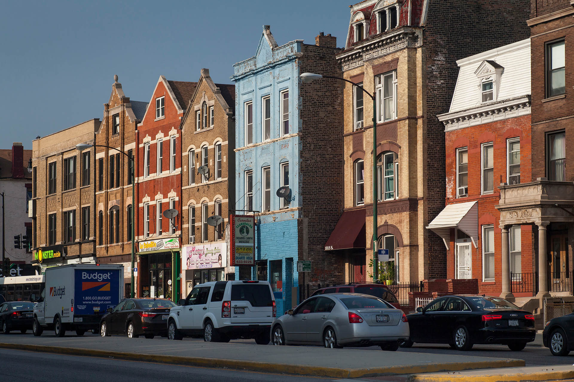 Decorado con murales distintivos de una vibrante escena de arte callejero, Pilsen bien podría ser el vecindario más reconocible de Chicago