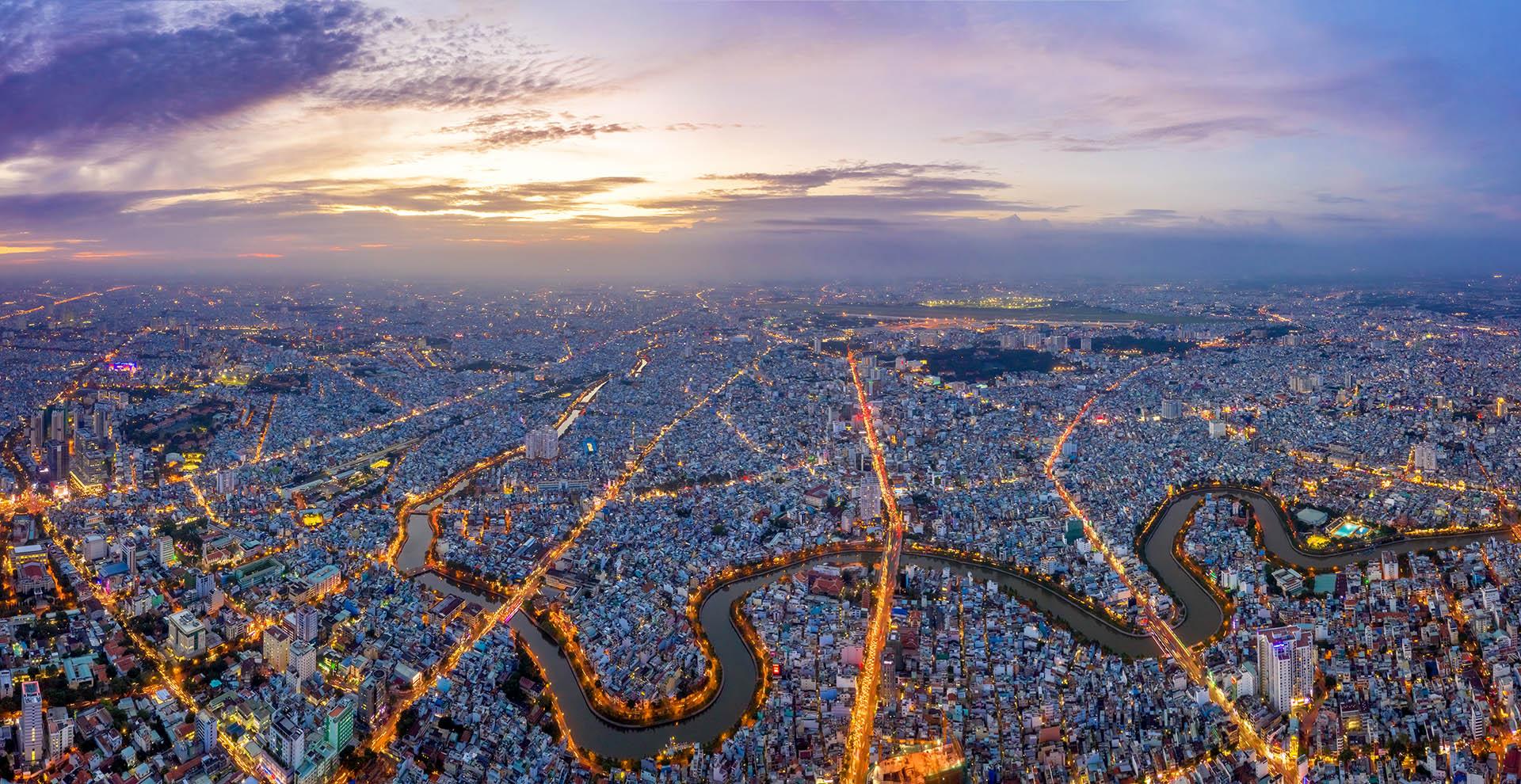 El Distrito 3 es un distrito urbano de la ciudad de Ho Chi Minh, la ciudad más grande de Vietnam. Junto con el Distrito 1, el Distrito 3 es considerado el bullicioso corazón de la ciudad, con varios negocios, sitios religiosos, edificios históricos y atracciones turísticas