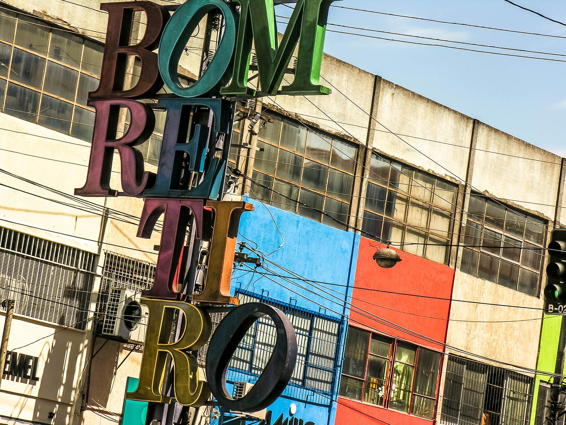 Bom Retiro es un animado barrio textil lleno de tiendas sencillas en las que se vende ropa, telas y complementos en São Paulo