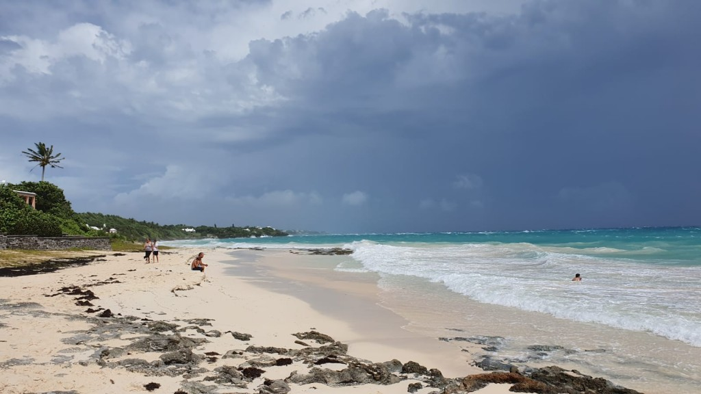 "Image courtesey of  Lisa-Jayne Metschnabel shows the sea at Grape Bay Beach in Paget, Bermuda, on September 18, 2019 as Hurricane Humberto strengthened to a major Category 3 storm the previous day and was expected to pass near Bermuda, threatening it with dangerous waves and heavy rain. - Hurricane conditions are expected to reach Bermuda by Wednesday night and continue into early Thursday morning,"" according to the US National Hurricane Center (NHC). (Photo by Lisa-Jayne METSCHNABEL / Hand-Out / AFP) / RESTRICTED TO EDITORIAL USE – MANDATORY CREDIT «  AFP PHOTO / Lisa-Jayne METSCHNABEL » - NO MARKETING NO ADVERTISING CAMPAIGNS – DISTRIBUTED AS A SERVICE TO CLIENTS [- NO ARCHIVE ]"