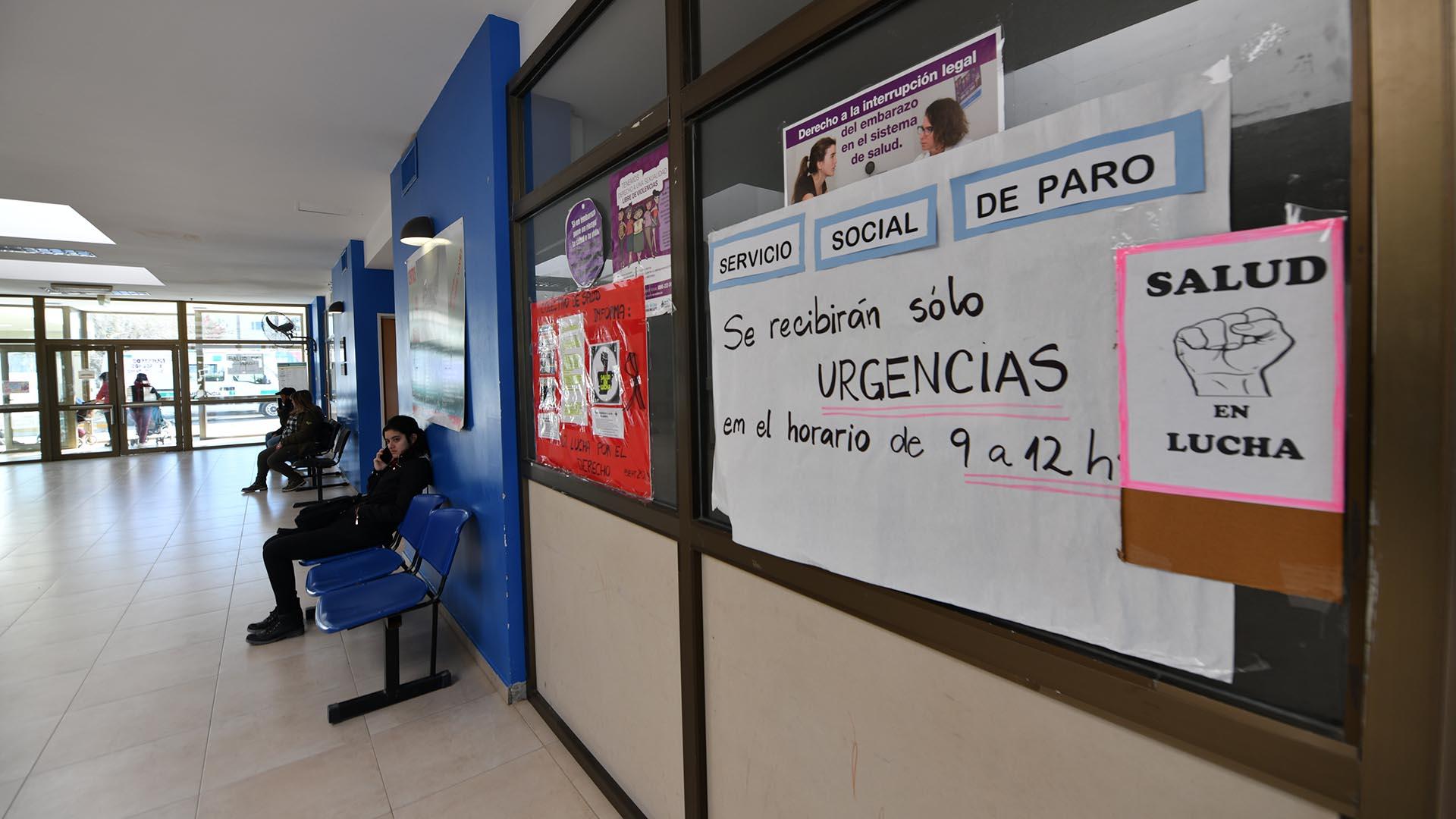 El Hospital Andrés Isola de Puerto Madryn se encuentra de paro. Sólo se garantiza la atención médica de urgencia en la guardia