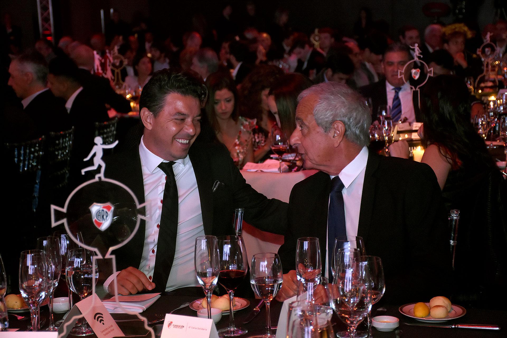 El director técnico, Marcelo Gallardo, junto a Rodolfo D'Onofrio