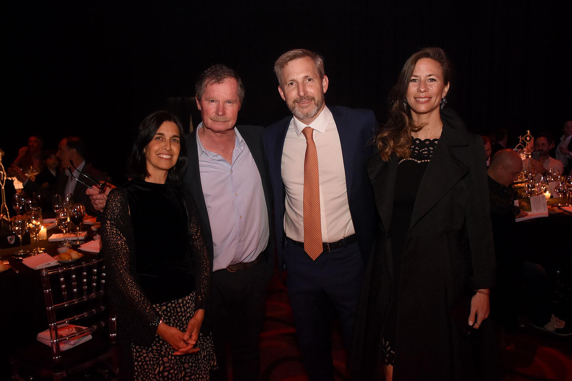 Juan Carr y Rogelio Frigerio con sus mujeres