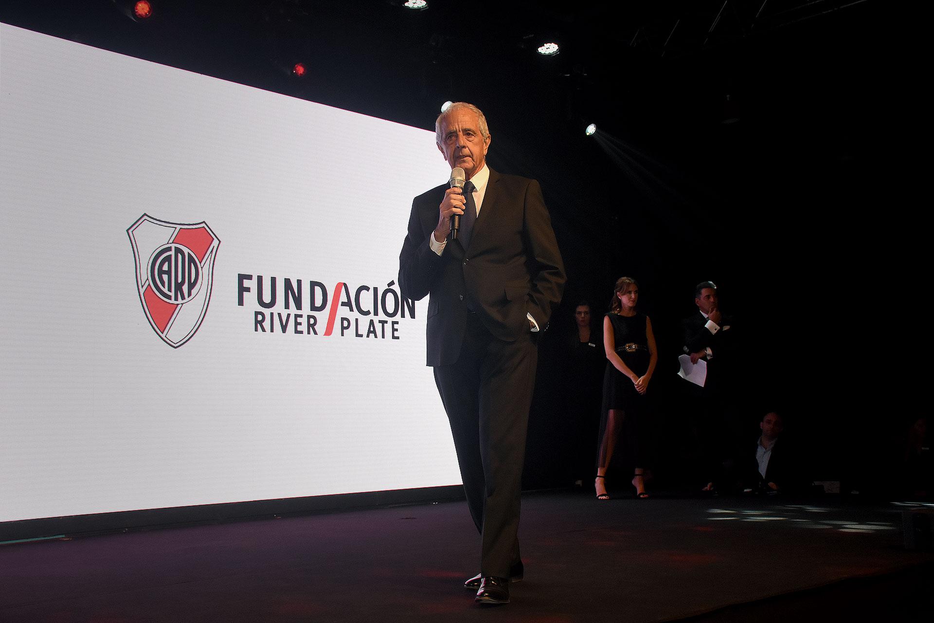 El presidente de River Plate, Rodolfo D'Onofrio, durante su discurso en la sexta cena anual a beneficio de la Fundación River
