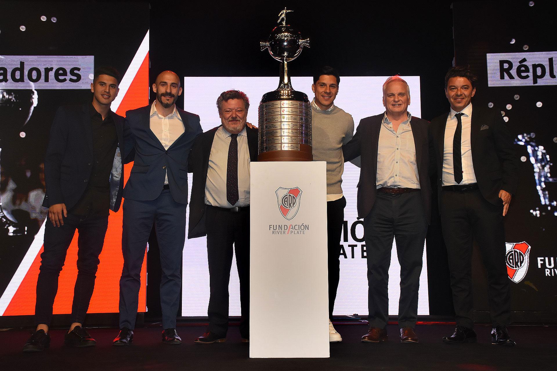 La réplica de la Copa Libertadores fue subastada en $3.000.000