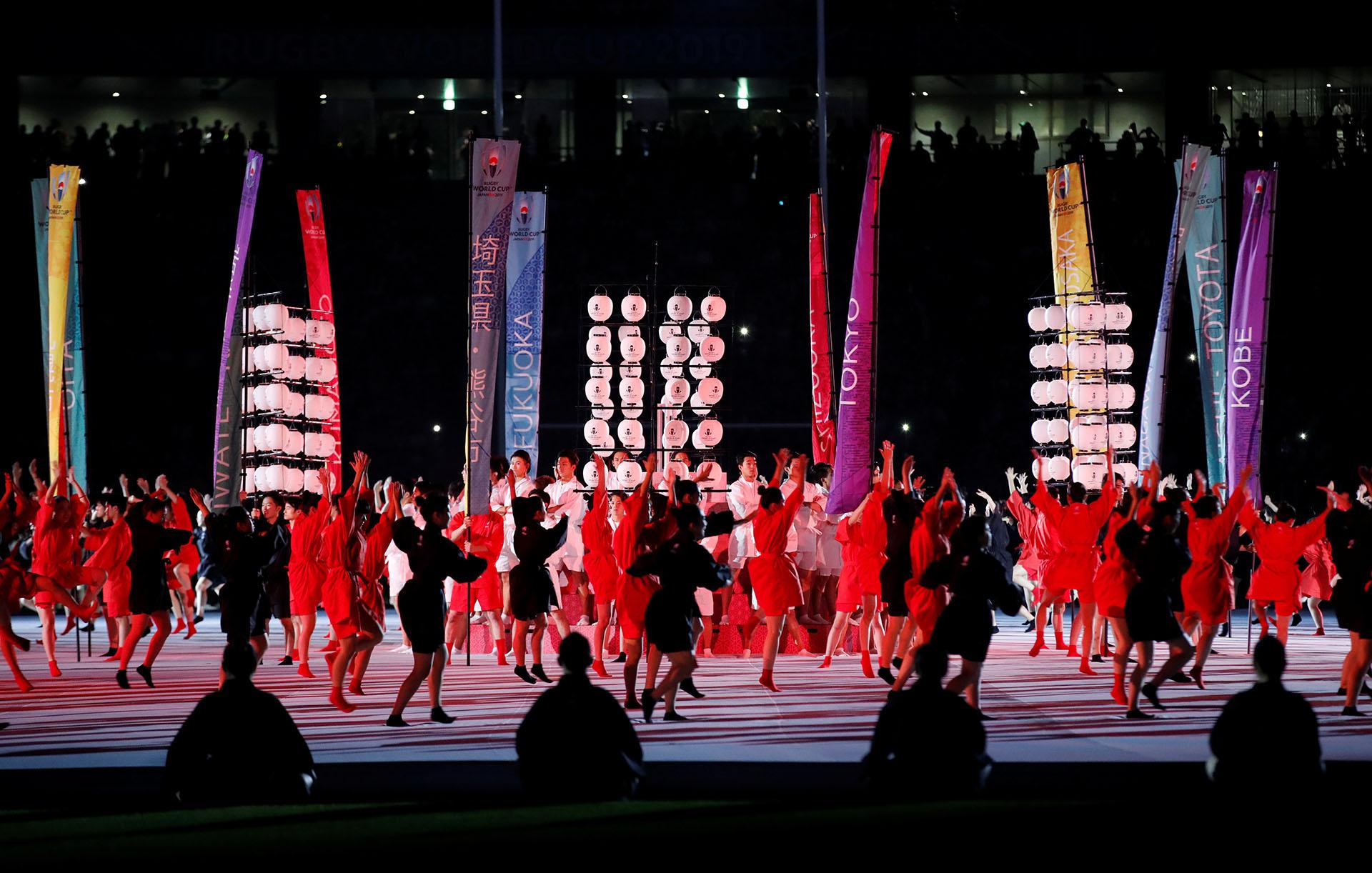 220 bailarines mostraron parte de la cultura nipona en la apertura del Mundial de rugby (REUTERS/Matthew Childs)