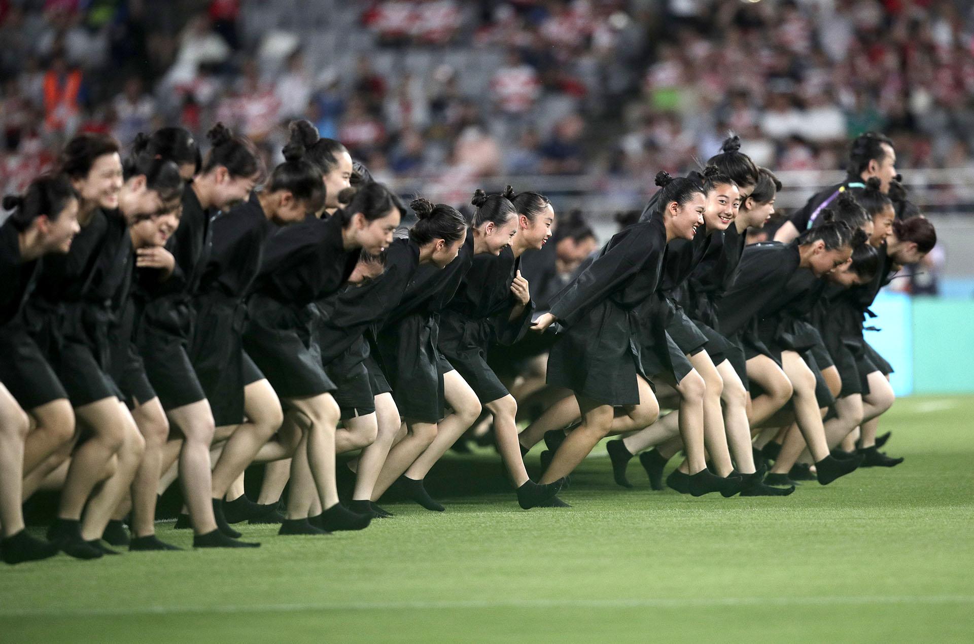 Centenares de personas participaron de la apertura de la Copa del Mundo de rugby (AP Photo/Jae Hong)