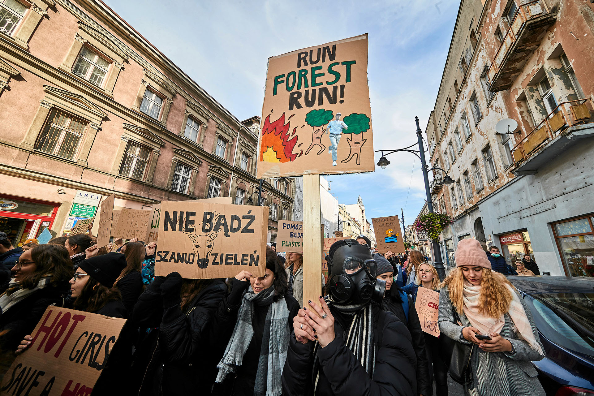 Jóvenes activistas participaron de la manifestación ambiental en Lodz, Polonia, el 20 de septiembre de 2019 (Tomasz Stanczak/Agencja Gazeta via REUTERS)