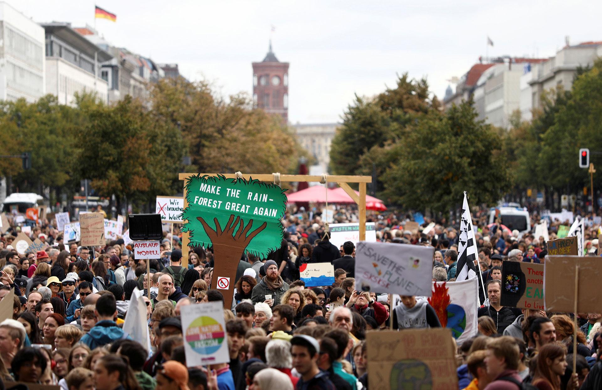 Una multitud participó en la Huelga Climática Global del movimiento Viernes por el Futuro en Berlín (REUTERS/Christian Mang)