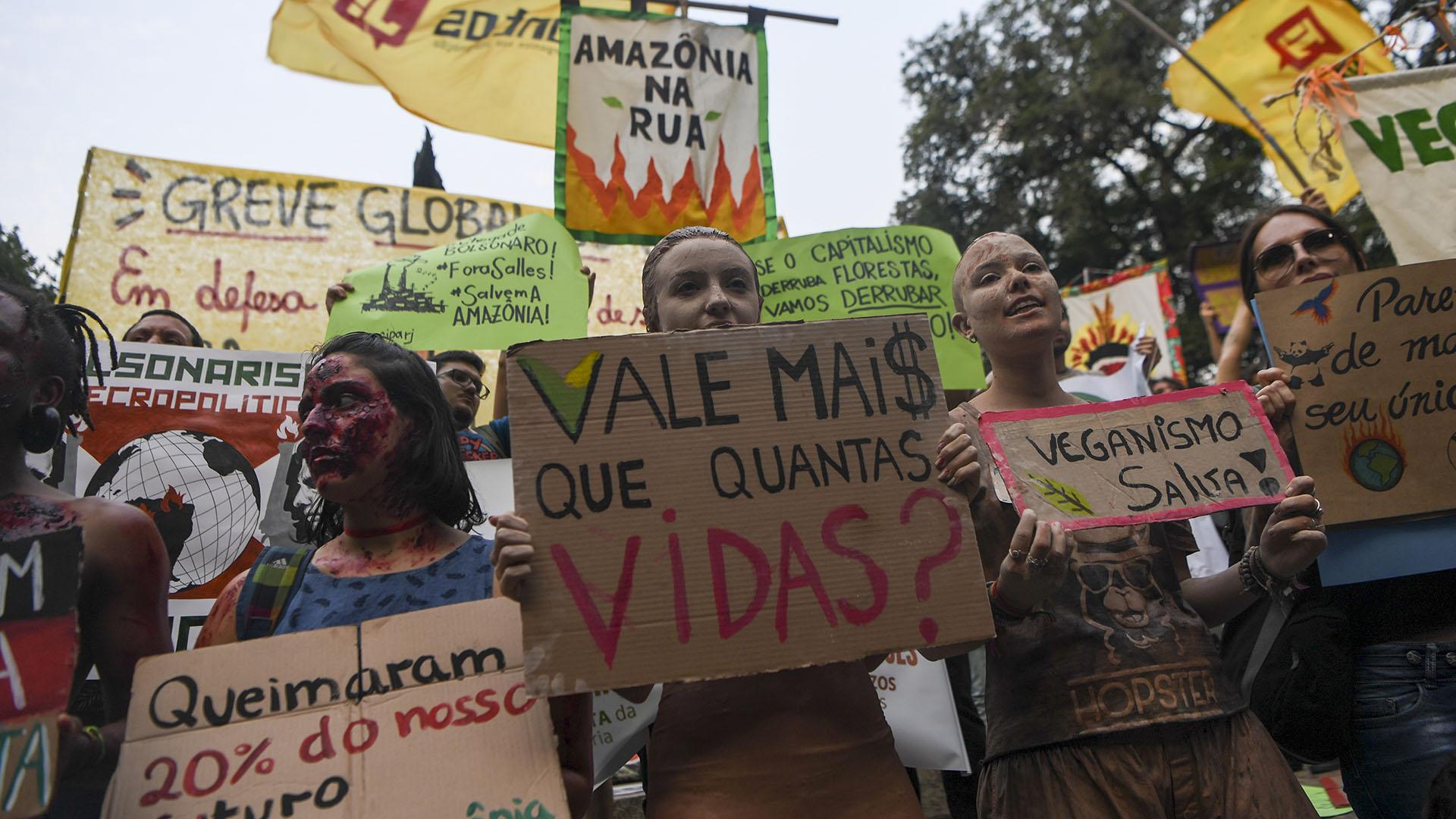 Terminar con los incendios en el Amazonas fue uno de los principales reclamos en la manifestación en Brasil (AFP)