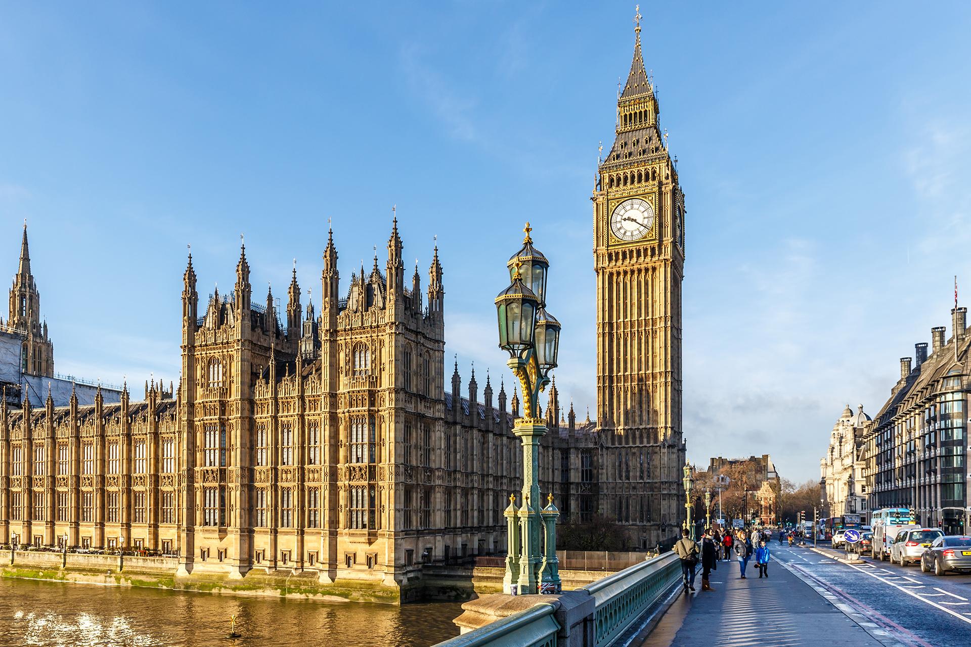 El Big Ben y el parlamento son dos de los lugares obligados de visita si se está por paseo por la ciudad de Londres. A pocos metros está ubicado The Tower of London y el mítico London Eye, la atracción turística elegida por más de 3,75 millones de visitantes al año