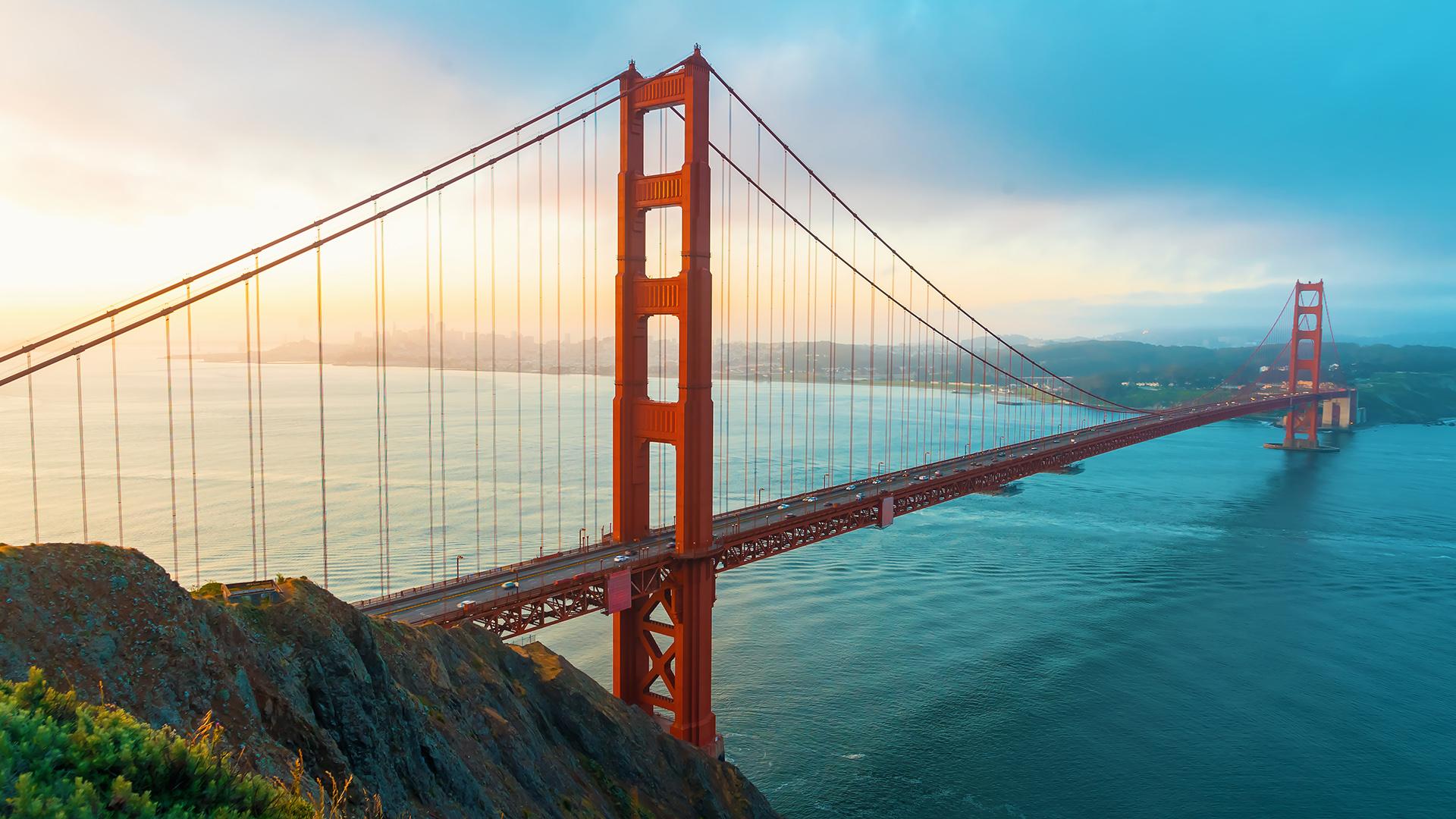 Una de las ciudades más vibrantes de California donde se destaca el famoso Golden Gate y todos quieren su foto, construido en estilo art deco y abierto en 1937. El siguiente hito para capturar con frecuencia la imaginación de Hollywood es la isla de Alcatraz