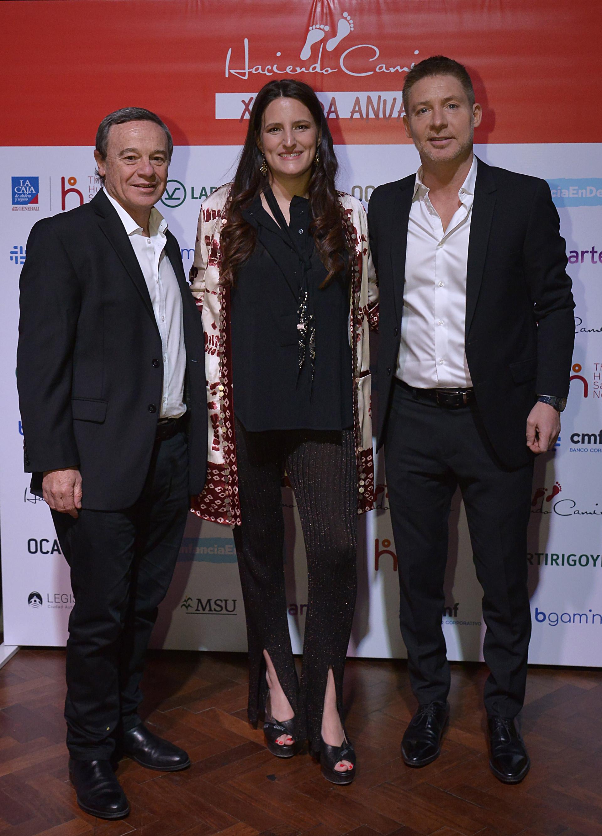 Pablo Codevilla y Adrián Suar junto a Catalina Hornos