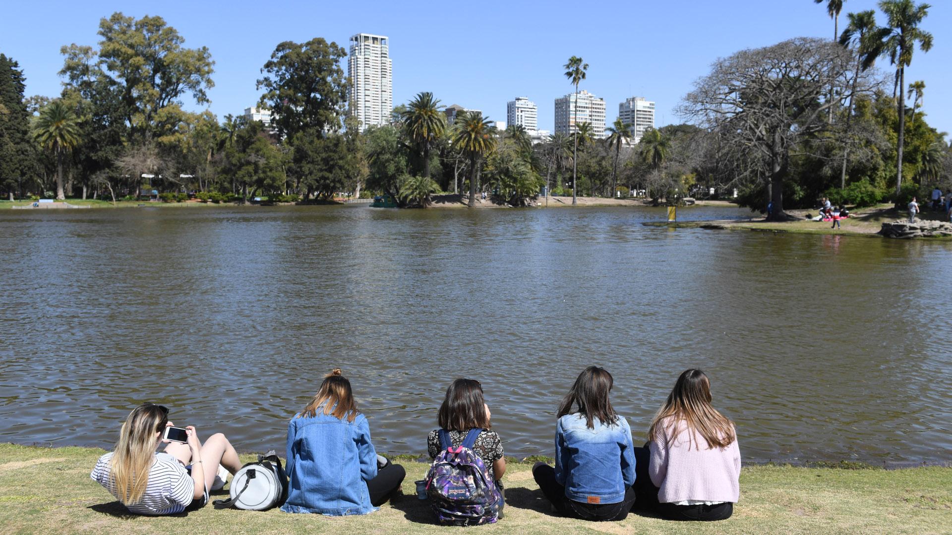 El Rosedal de Palermo, en sus 3,4 hectáreas posee 18.000 rosales. Fue declarado Patrimonio Cultural de la Ciudad de Buenos Aires por la legislatura porteña el 14 de abril de 2011
