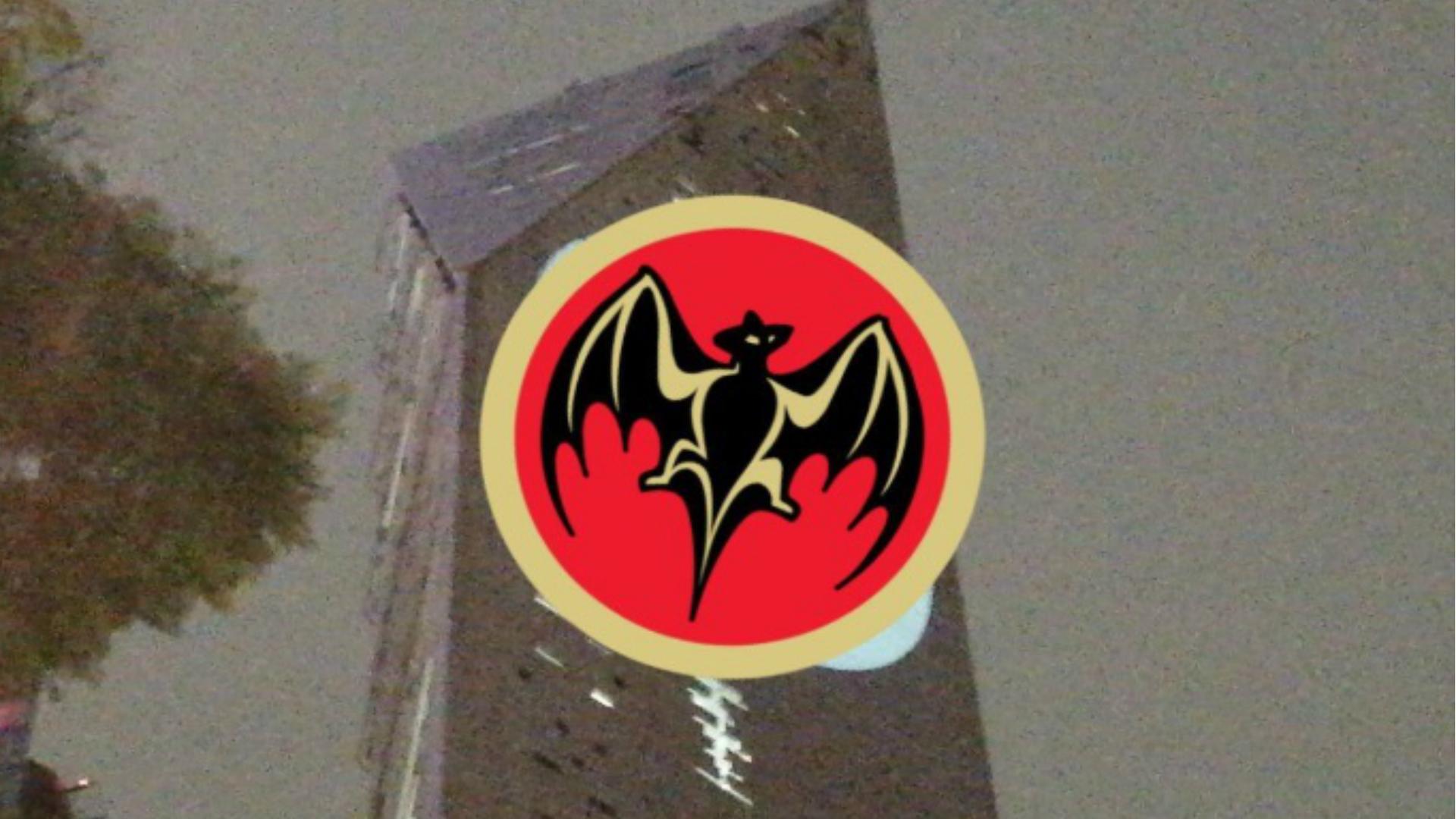 Los memes en Twitter hicieron énfasis en el parecido del logo con el de Bacardi (Foto: Twitter)