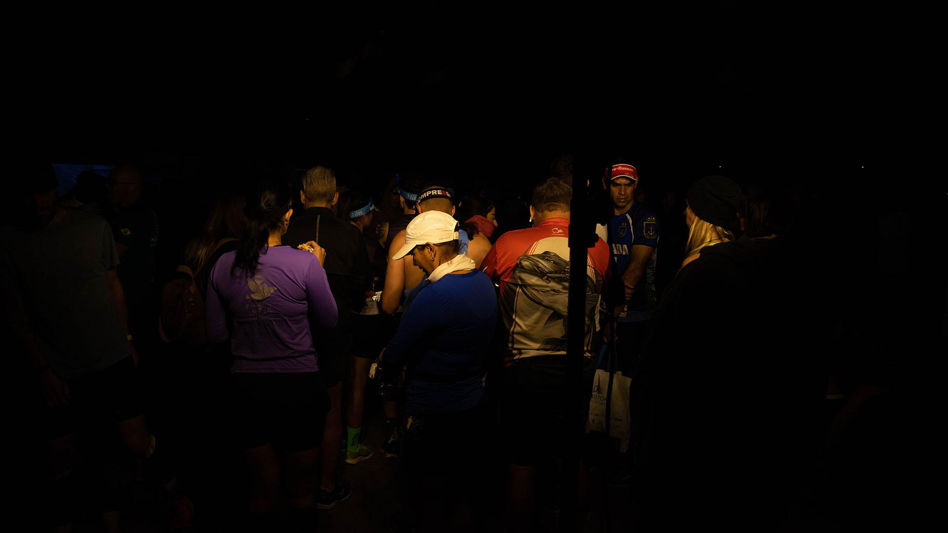 Algunos de los competidores llegaron a la zona de salida antes de que amanezca