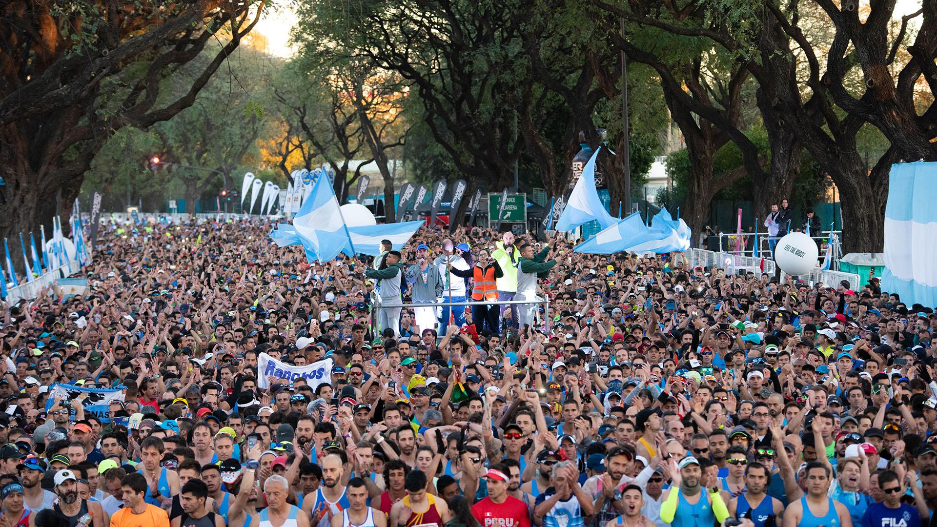 Las banderas argentinas flamearon en todos los rincones de la recta de salida