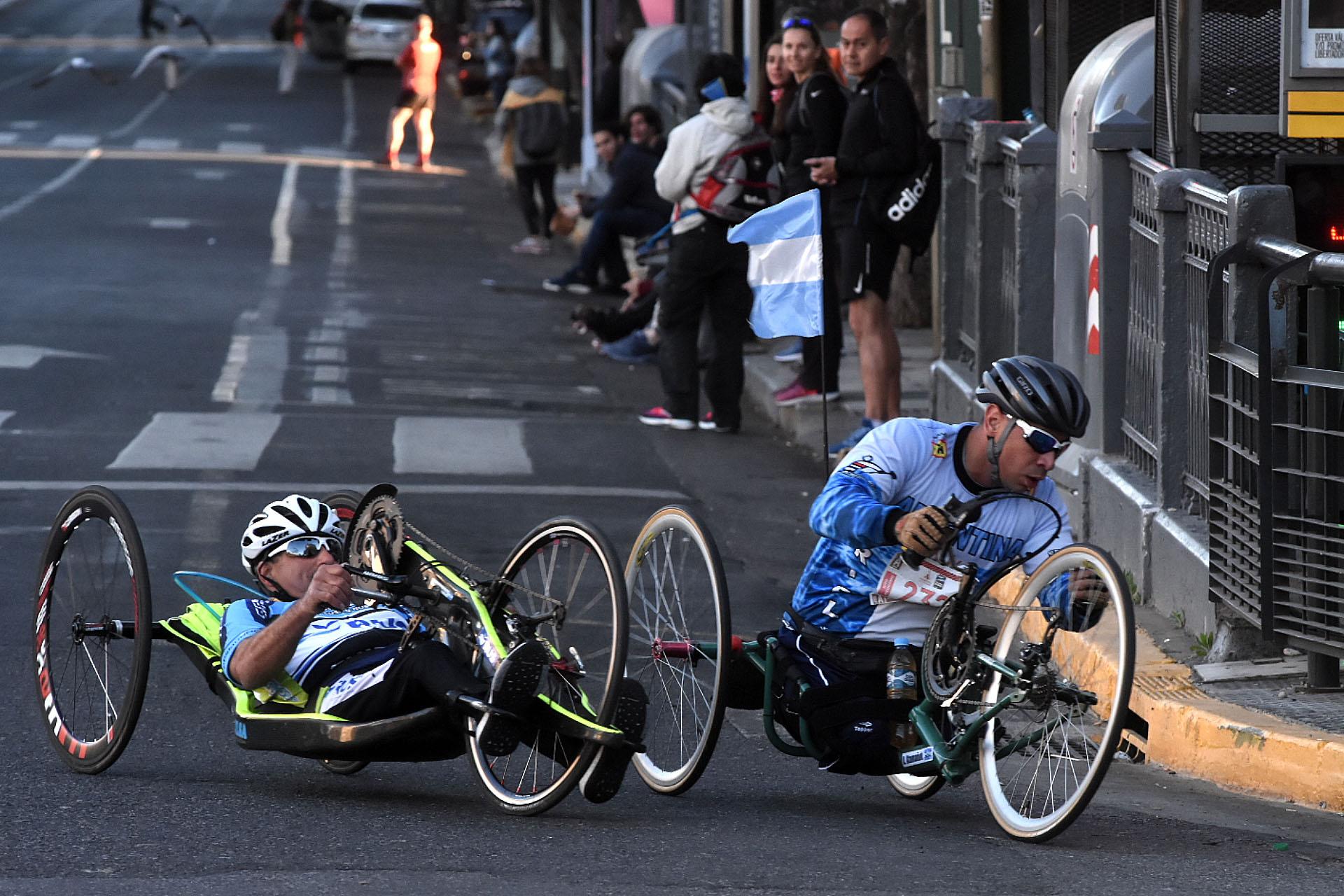 La maratón también representó un desafío para aquellos participantes con discapacidades motoras