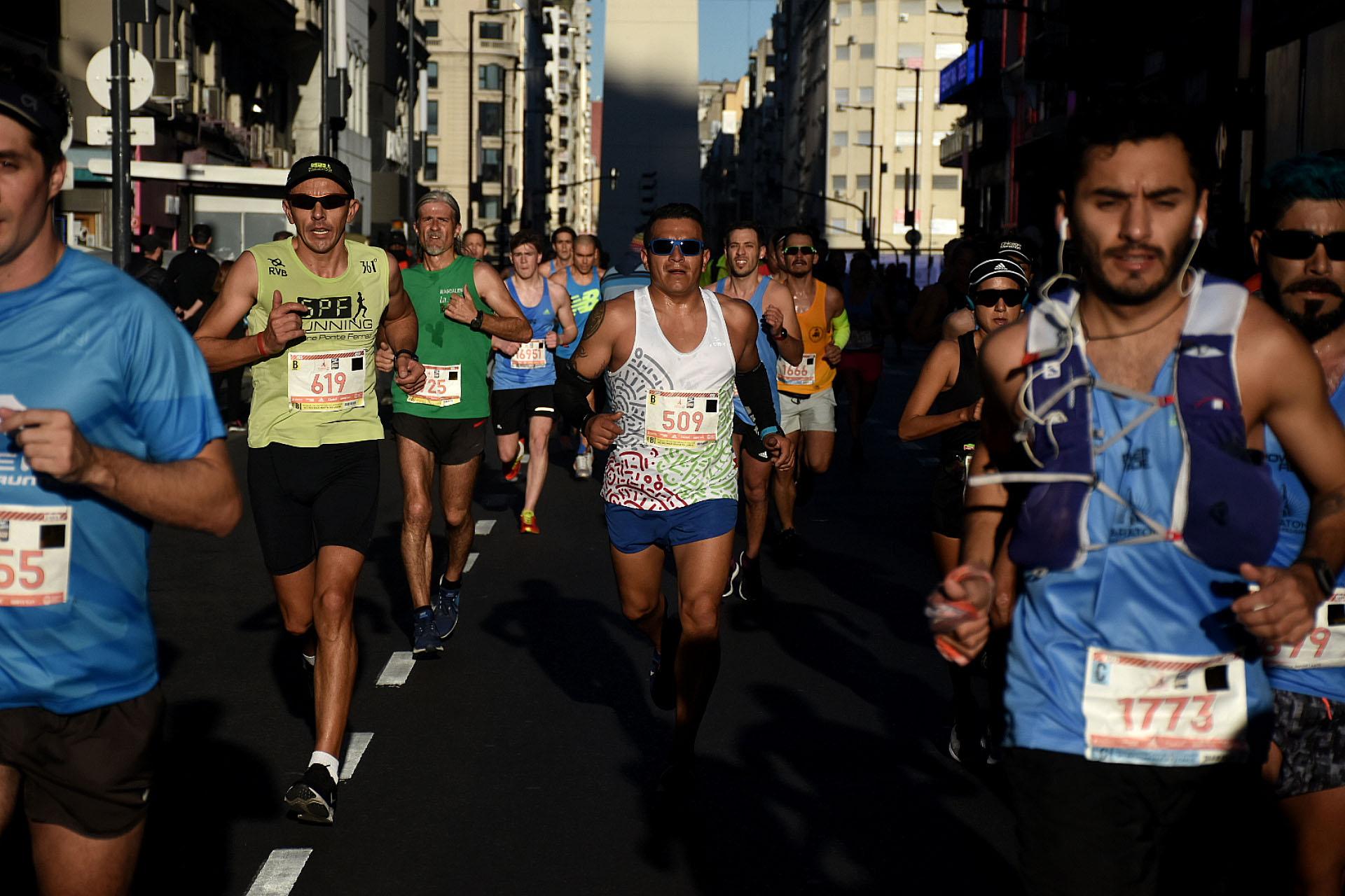 El obelisco de fondo, una postal clásica de la maratón de Buenos Aires