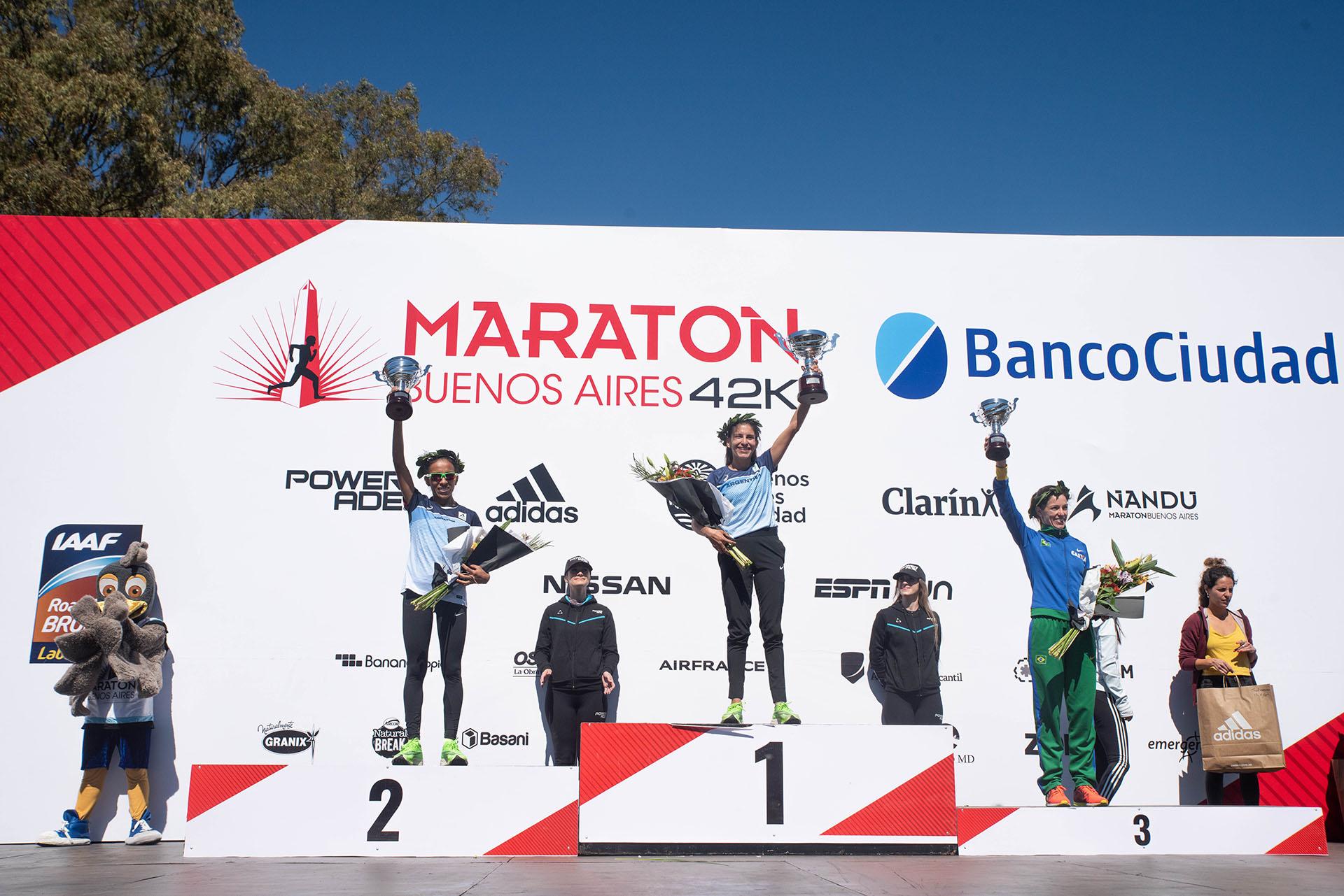 El podio de las corredoras argentinas en la maratón de Buenos Aires