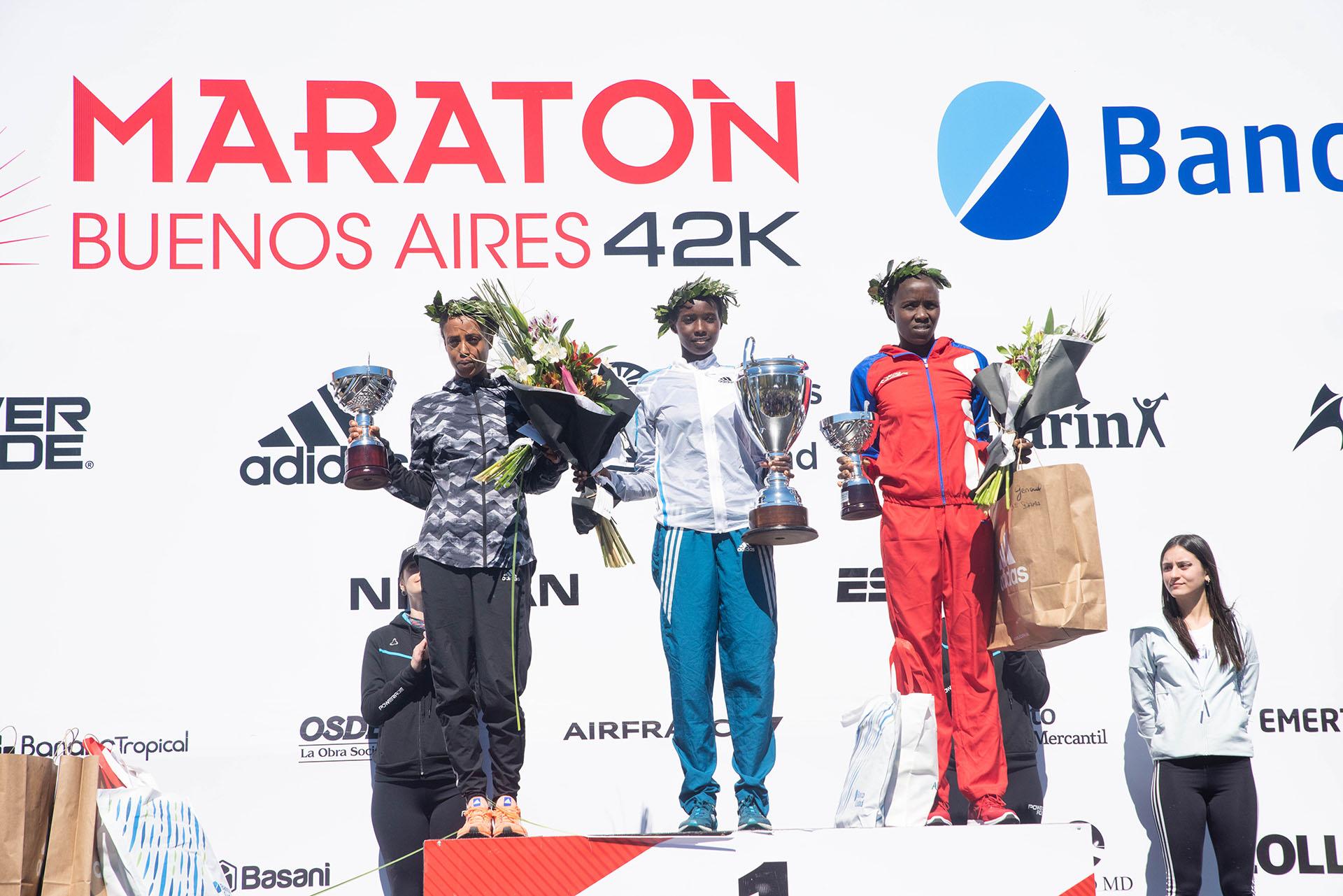La imagen de las tres primeras clasificadas en la competición femenina