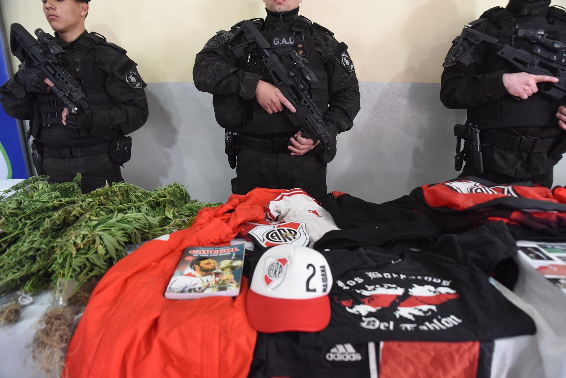 """""""Estas personas integrantes del denominado Sector de Budge estaban acopiando armas para hacer una emboscada a la Banda del Oeste"""", dijo el encargado del organismo responsable de la seguridad en los espectáculos deportivos de la Provincia de Buenos Aires"""