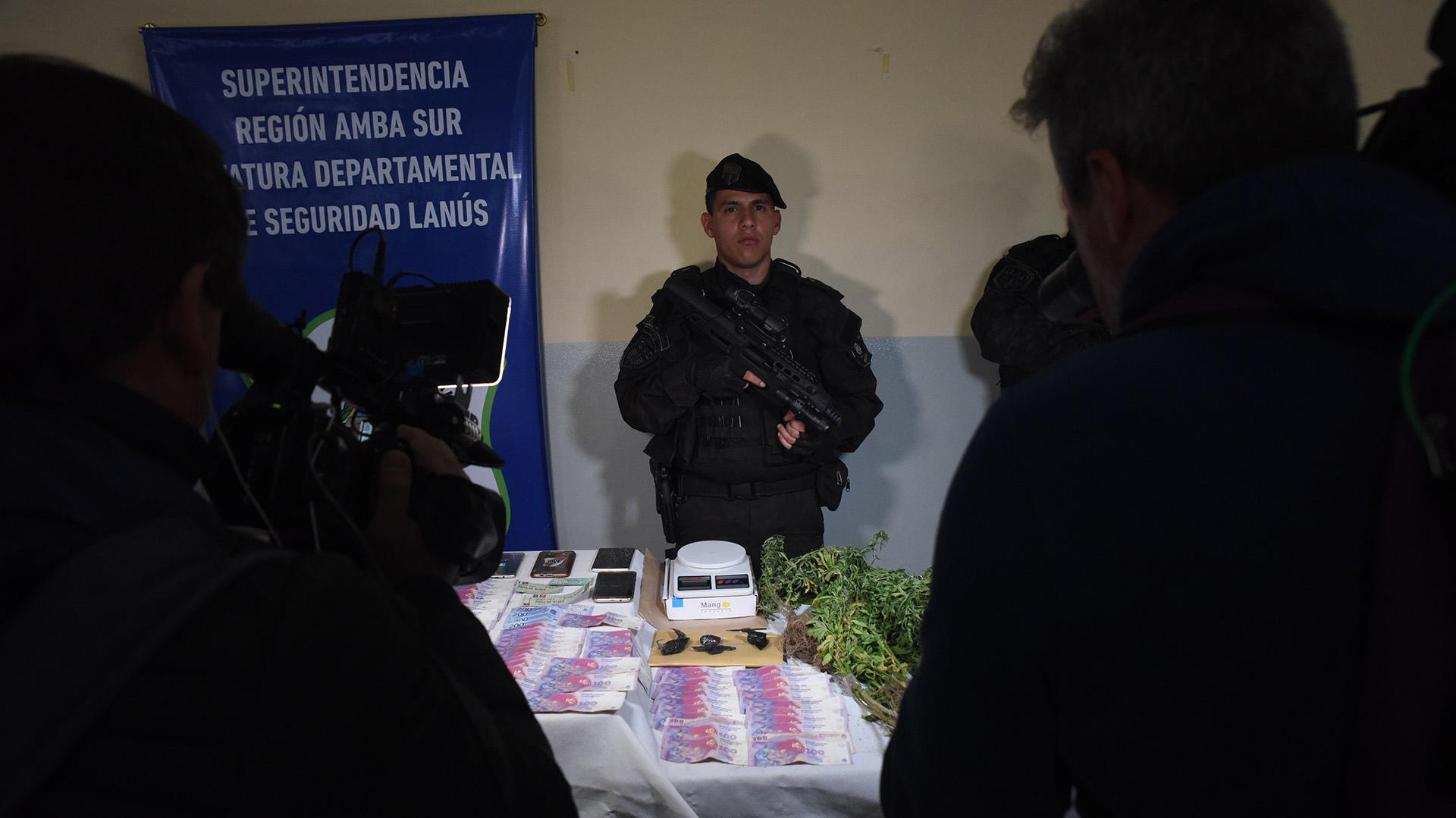 Entre los detenidos está el jefe de Los Borrachos, Sergio Alejandro Medina, alias Ale de Budge, a quien le habrían secuestrado armas en su casa y también su hijo Brian
