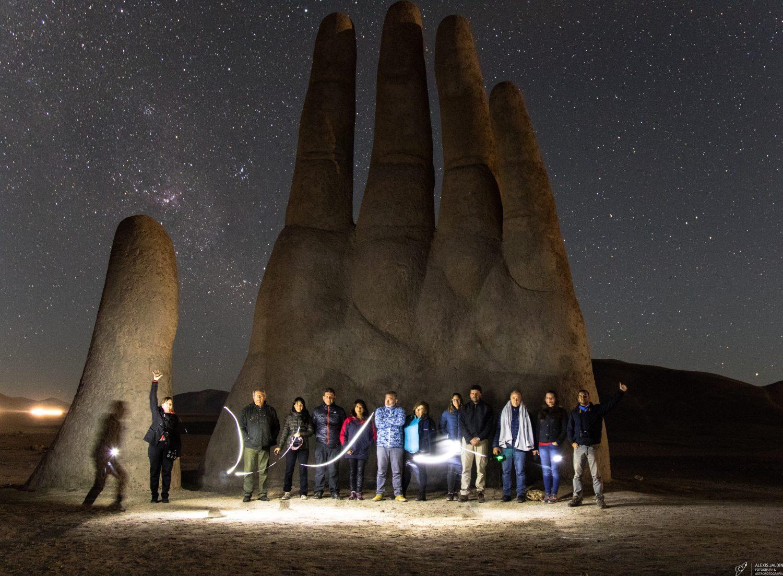 MANO DEL DESIERTO. Iniciativa del escultor Nacional Mario Irarrázabal, que se encuentra ubicada a 75 km al sur de Antofagasta.