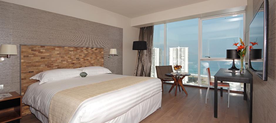 HOTEL TERRADO. Es una de las cadenas hoteleras ícono de la ciudad, tiene sus habitaciones con increíbles vistas hacia la playa Cavancha y Playa Brava. Ofrece gastronomía internacional.